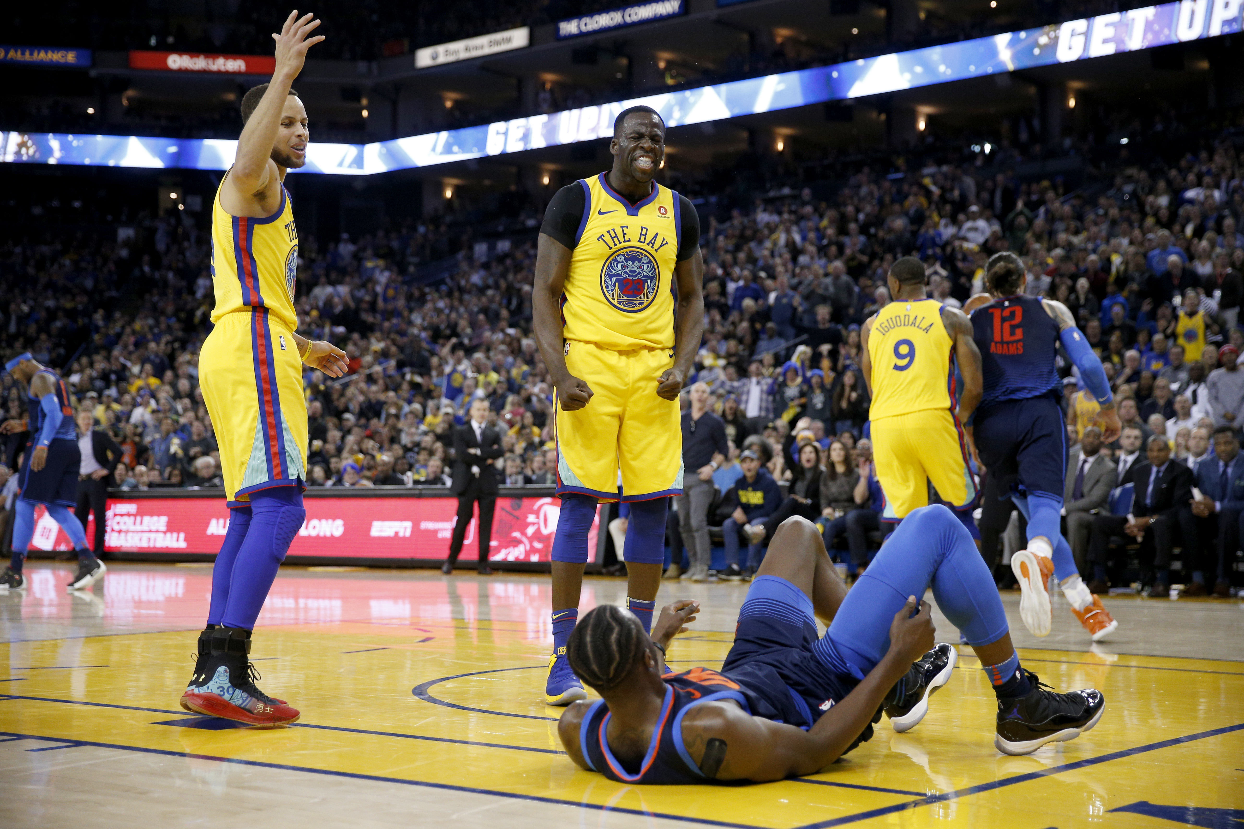 390c82805a9e Steph Curry s Golden State Warriors beat Oklahoma City Thunder 112 ...
