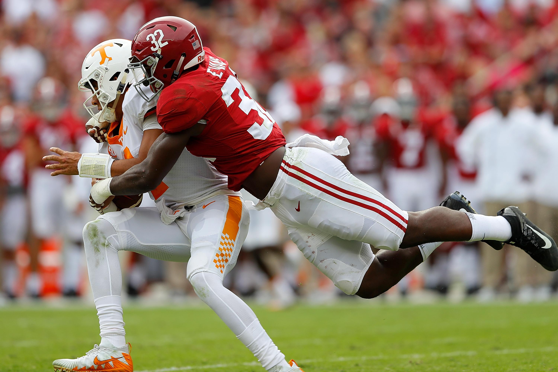 Alabama LB Rashaan Evans tackles TennesseeQB Jarrett Guarantano