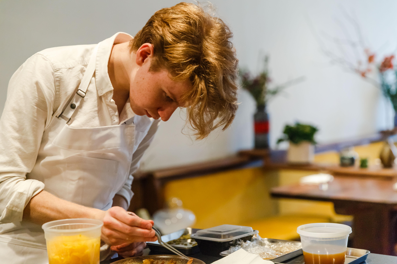Flynn McGarry plating food