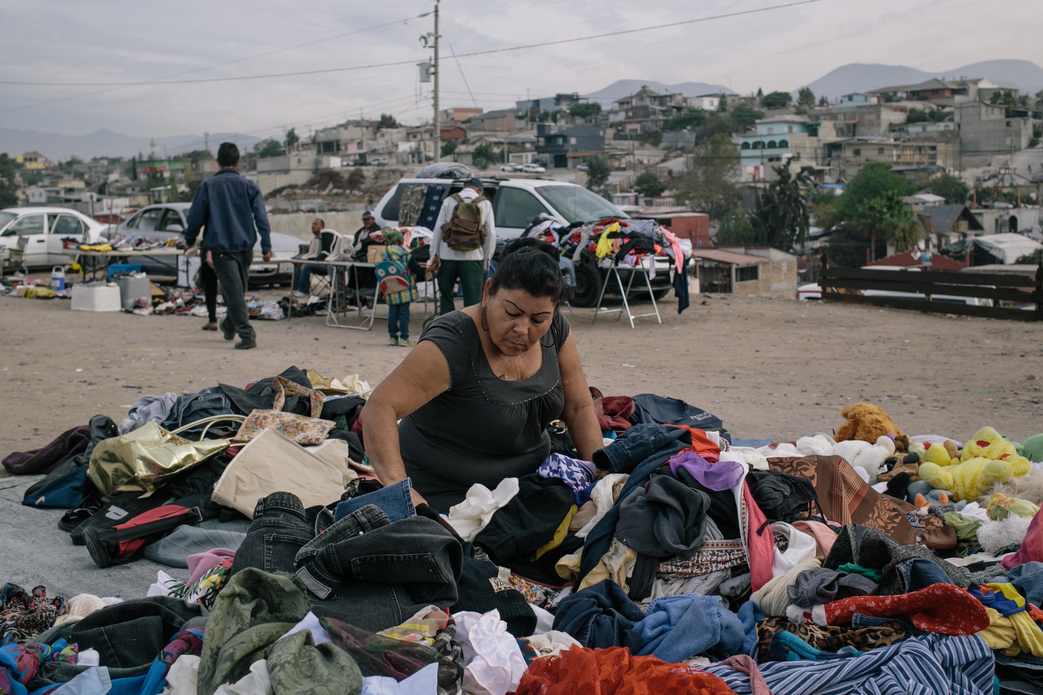 6575748d05d55 Contrabando de ropa usada de los Estados Unidos en la frontera EE.UU.-México  - Racked