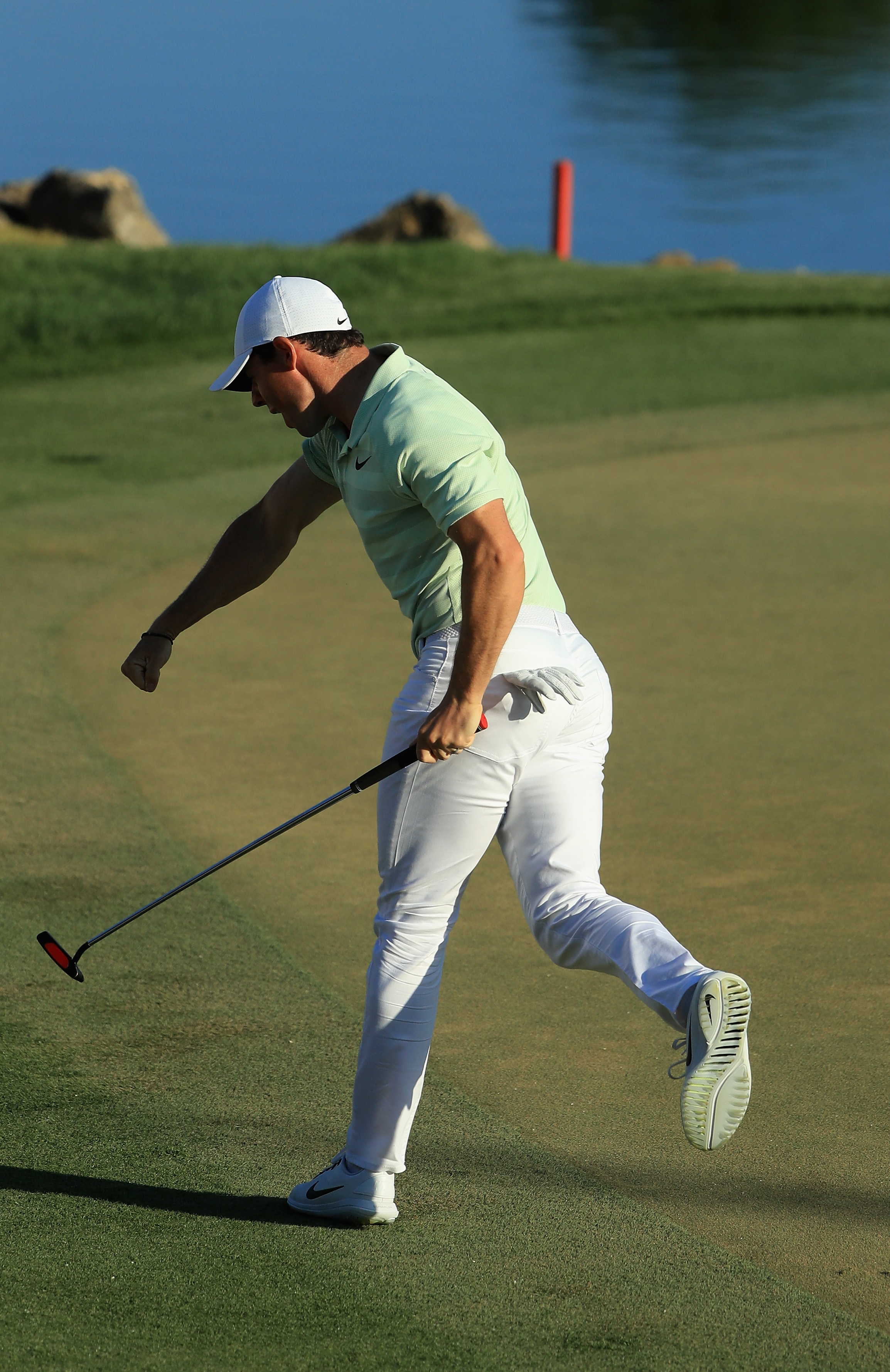 34f25862dd175 Rory McIlroy follows Tiger Woods' lead on his way to come-from-behind win  at Bay Hill