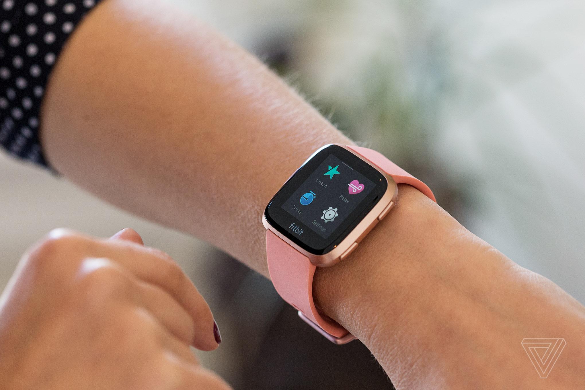 Fitbit's Versa is its best smartwatch yet - The Verge