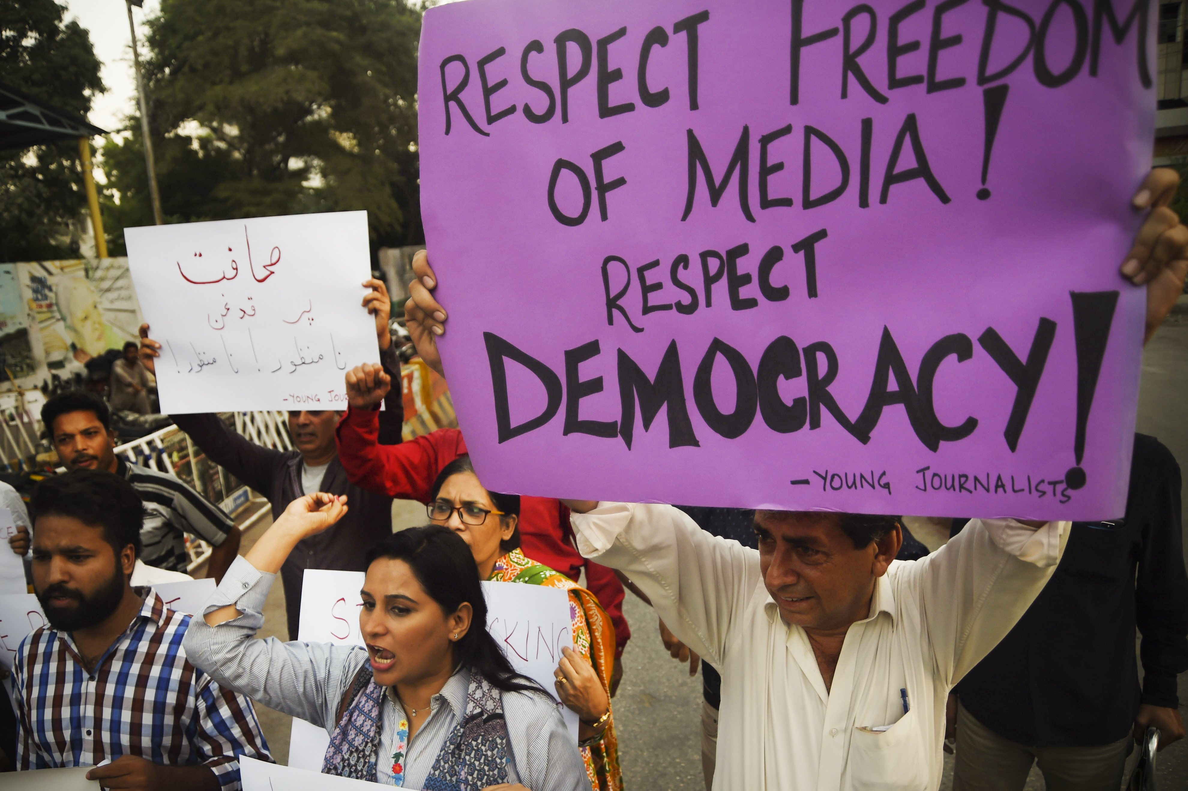 Pakistani journalists and activists demonstrate against an attack on Ahmed Noorani in Karachi, Pakistan on October 28, 2017. Noorani, a senior journalist from a local newspaper, was beaten by unknown attackers on motorbikes on October 26.