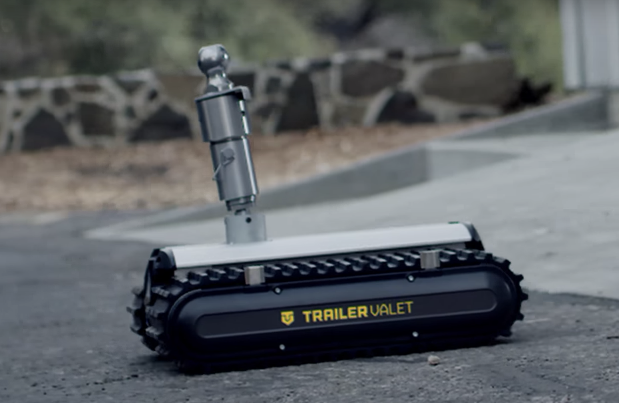This small remote-controlled robot can tow up to 9,000
