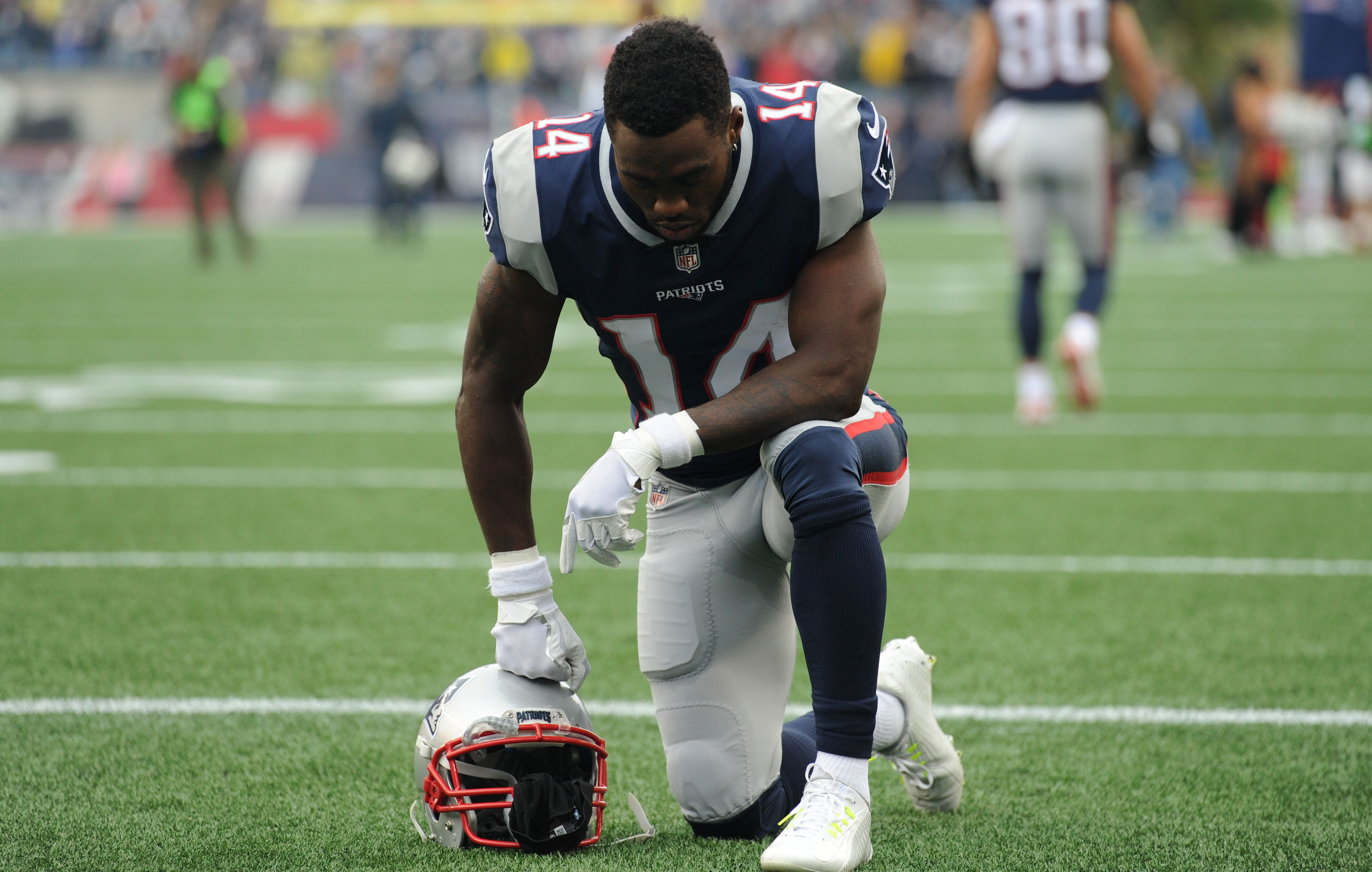New England Patriots WR Brandin Cooks kneels prior to a game against the Los Angeles Chargers in Week 8 of the 2017 season