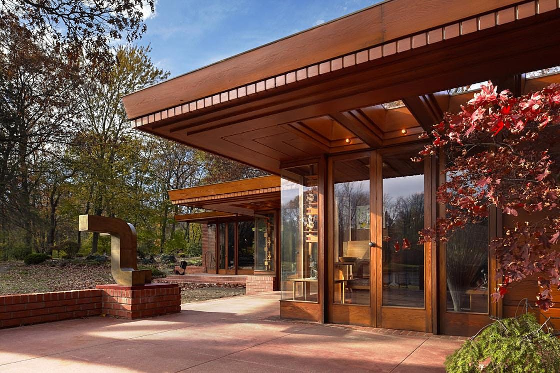 Outside of Frank Lloyd Wright's Smith House