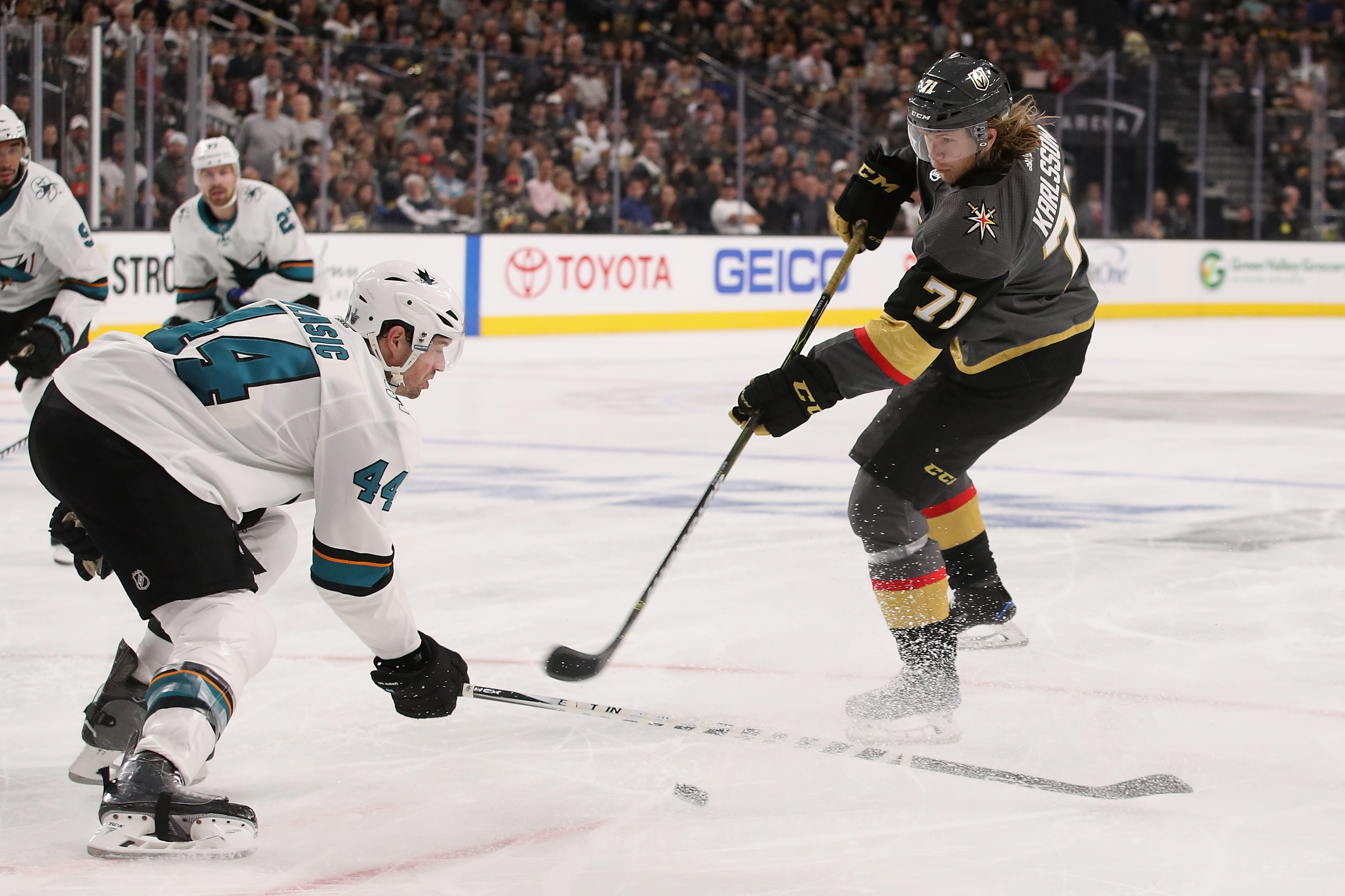 LAS VEGAS, NV - APRIL 26: William Karlsson #71 of the Vegas Golden Knights shoots the puck past Marc-Edouard Vlasic #44 of the San Jose Sharks in Game One of the Western Conference Second Round during the 2018 NHL Stanley Cup Playoffs at T-Mobile Arena on