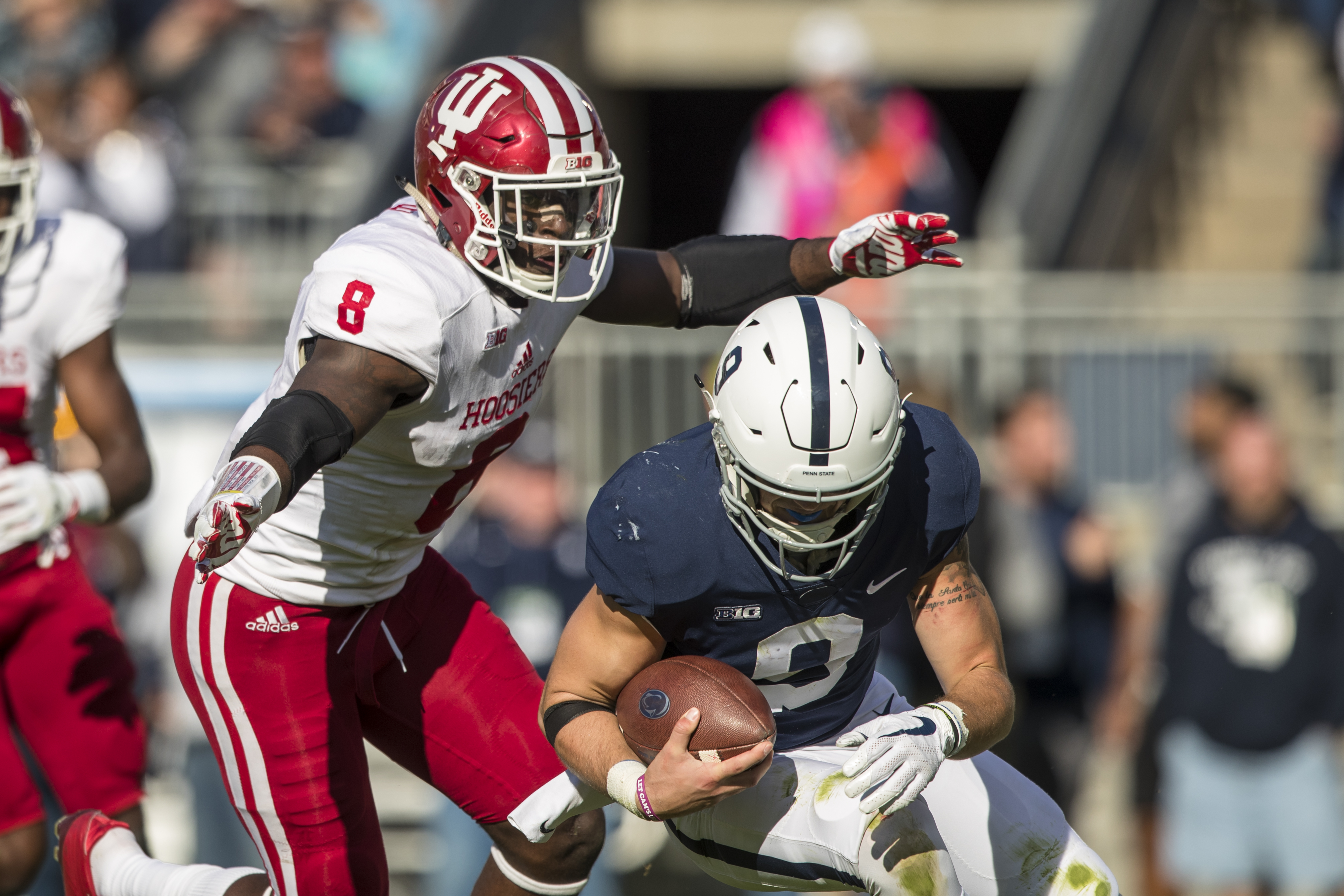Indiana LB Tegray Scales hunts down Penn St. QB Trace McSorley, September 30, 2017.