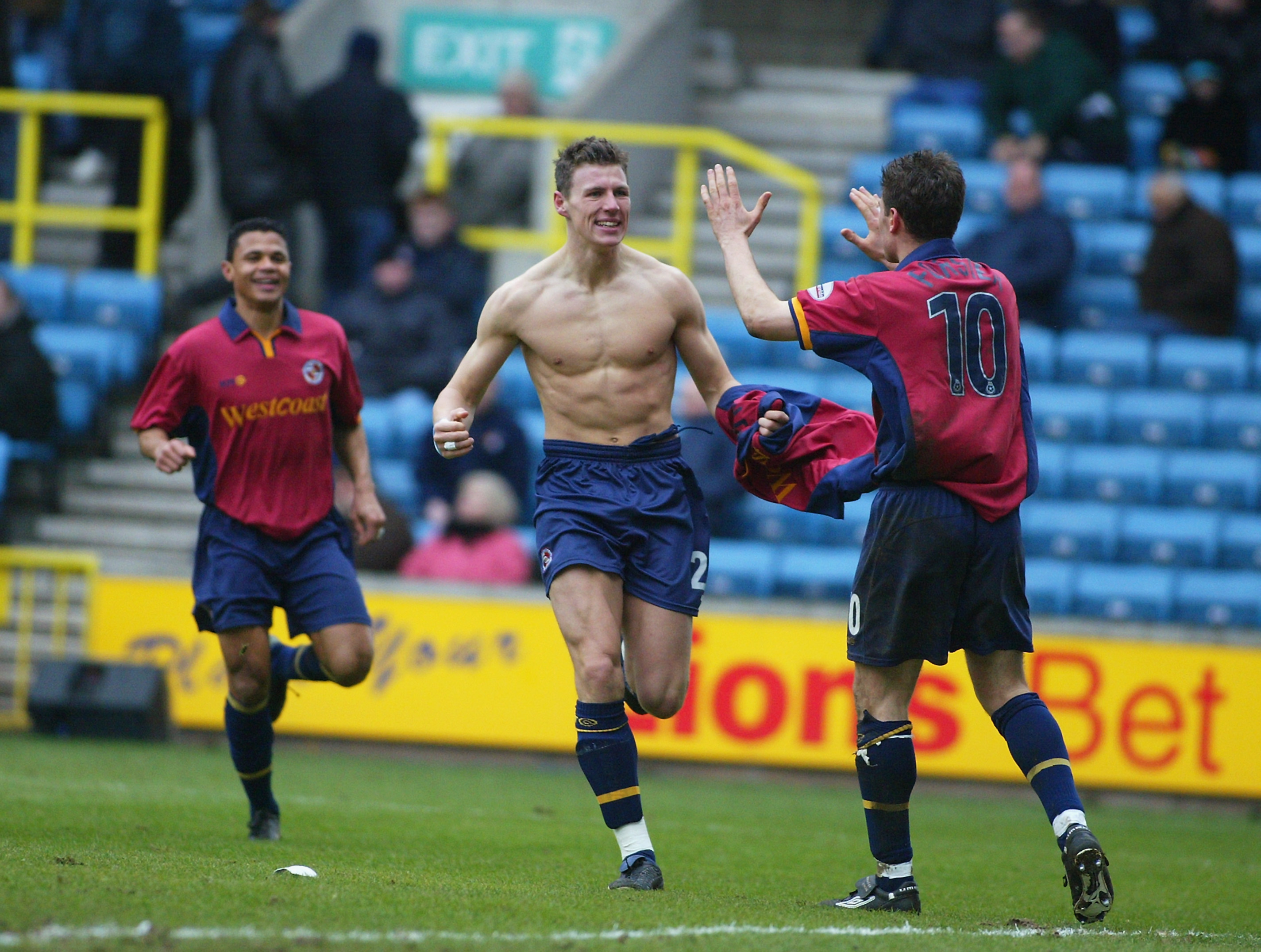 Darius Henderson of Reading celebrates scoring the second goal of the match with team-mate Nicky Forster