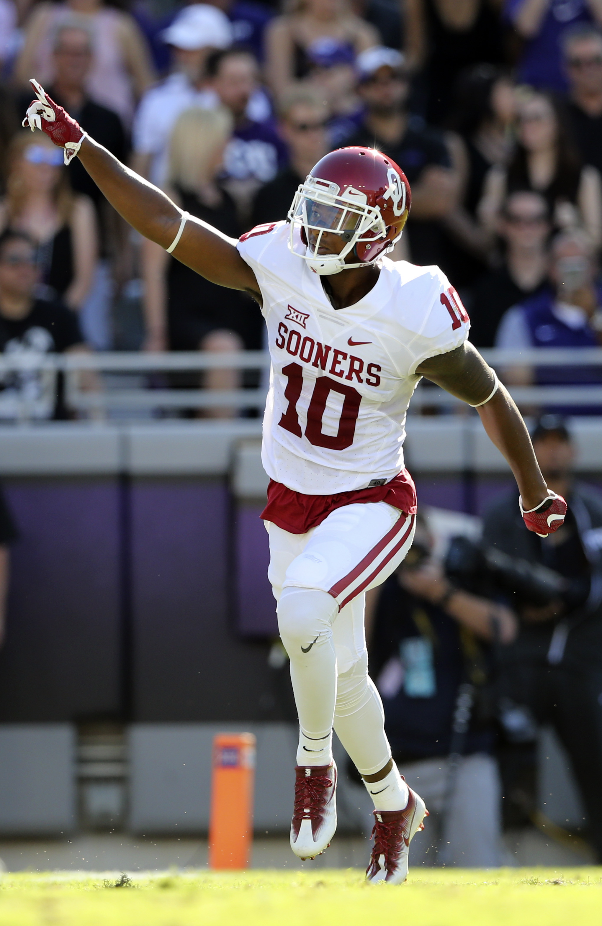 Oklahoma Sooners S Steven Parker intercepts a pass against the TCU Horned Frogs, October 1, 2016. Parker was one of six rookies signed by the LA Rams yesterday.