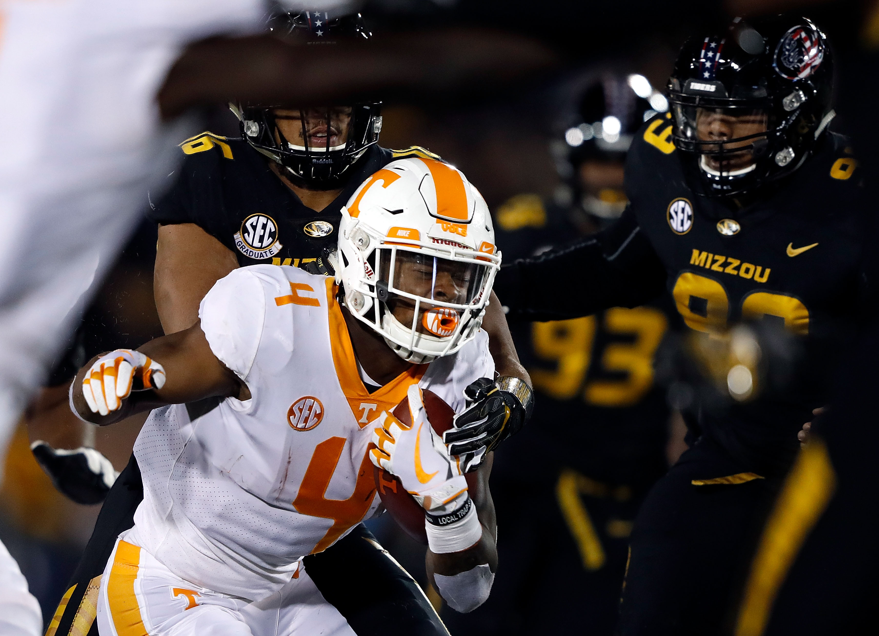 Tennessee RB John Kelly carries the ball against the Missouri Tigers, November 11, 2017.