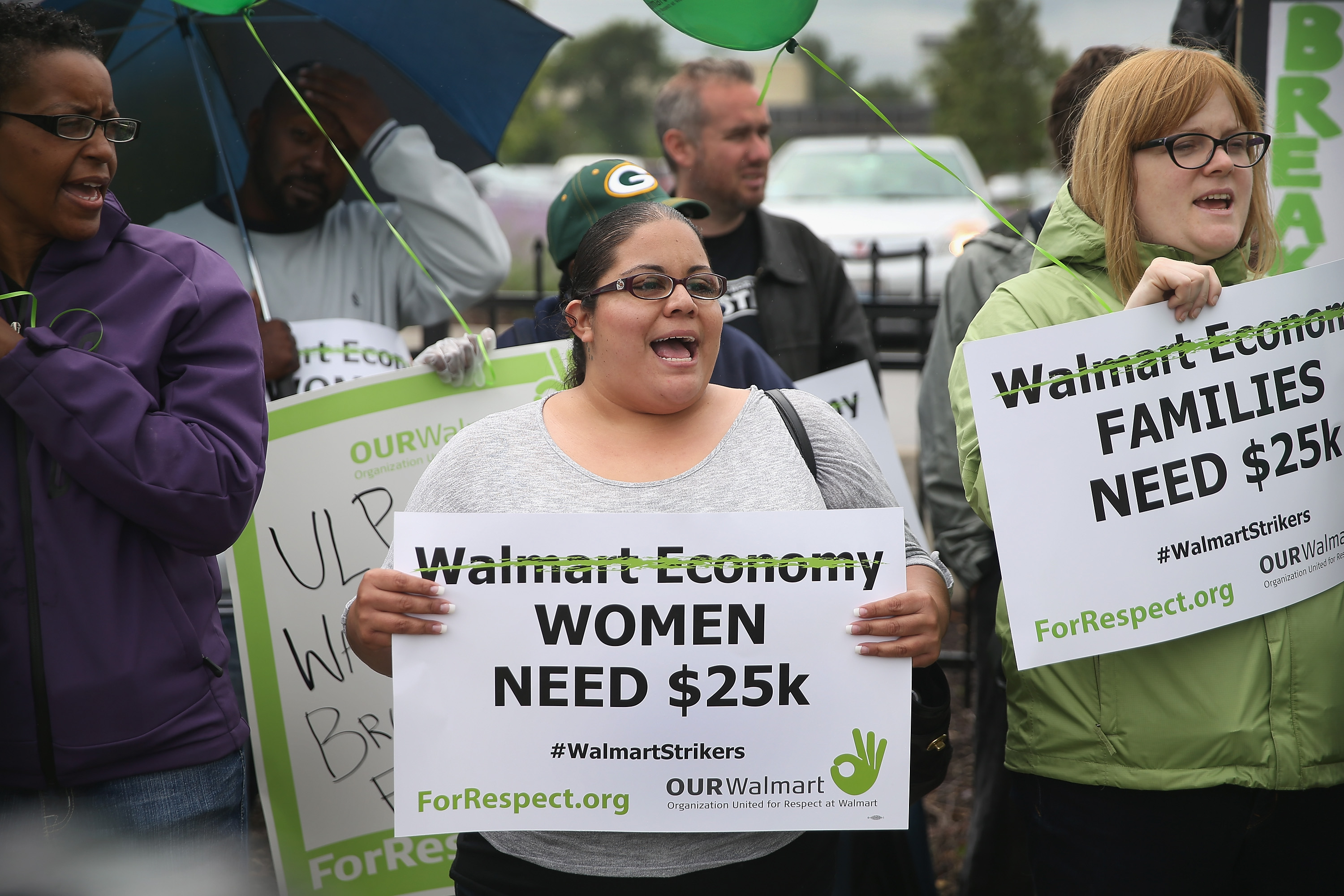 Walmart could pay workers $15/hr with the money it's giving