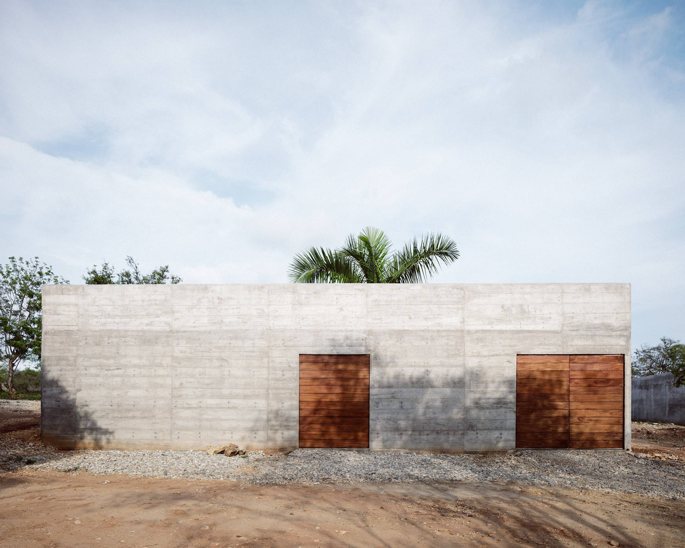 Brutalist concrete home intrigues in Mexico