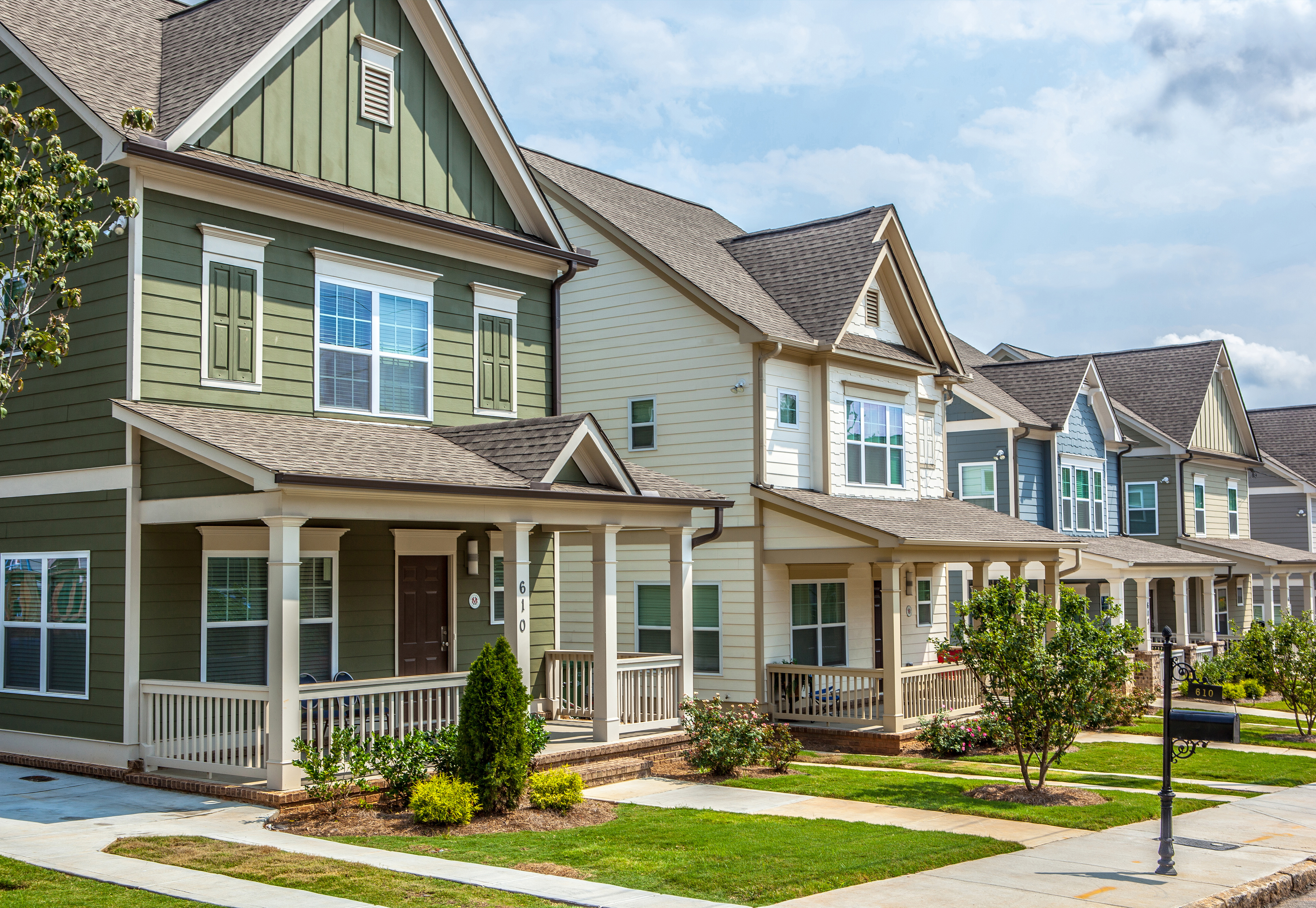 A photo of homes comparable to those forthcoming in Marietta by the same builder.