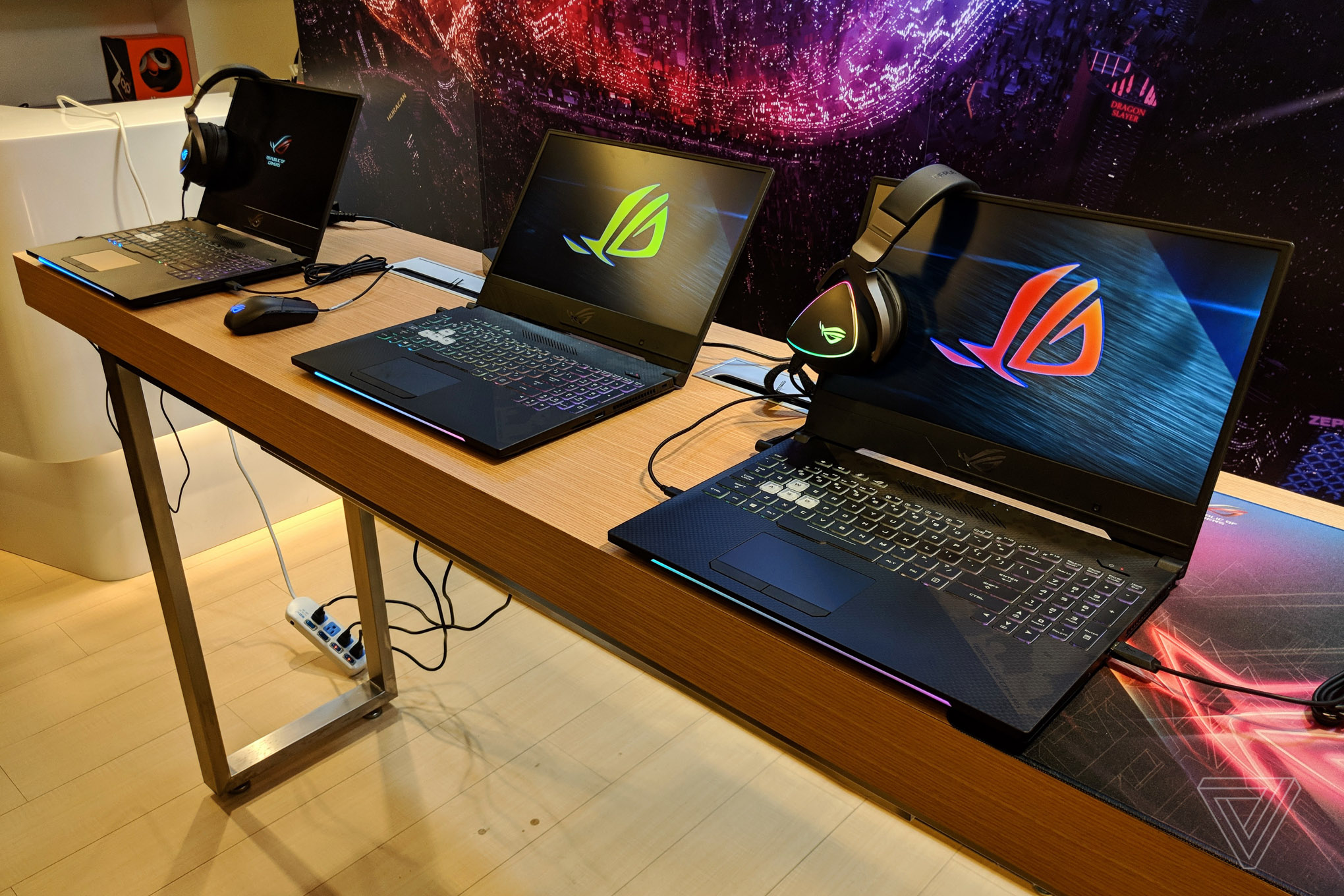 f96c101327e Asus' new ROG gaming laptops have MOBA and FPS keyboard layouts ...