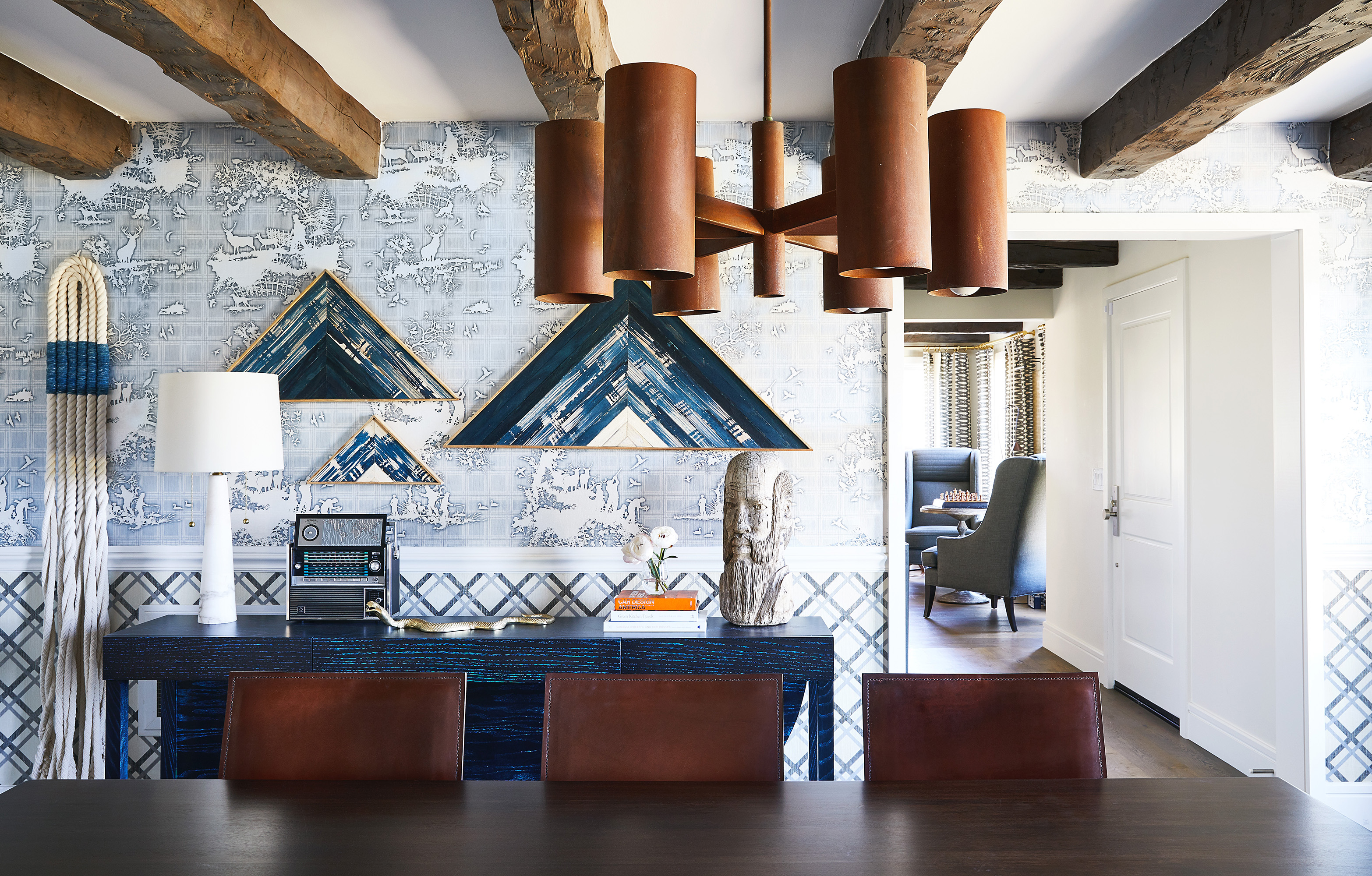A guide to wall finishes: wallpaper, plaster, and more