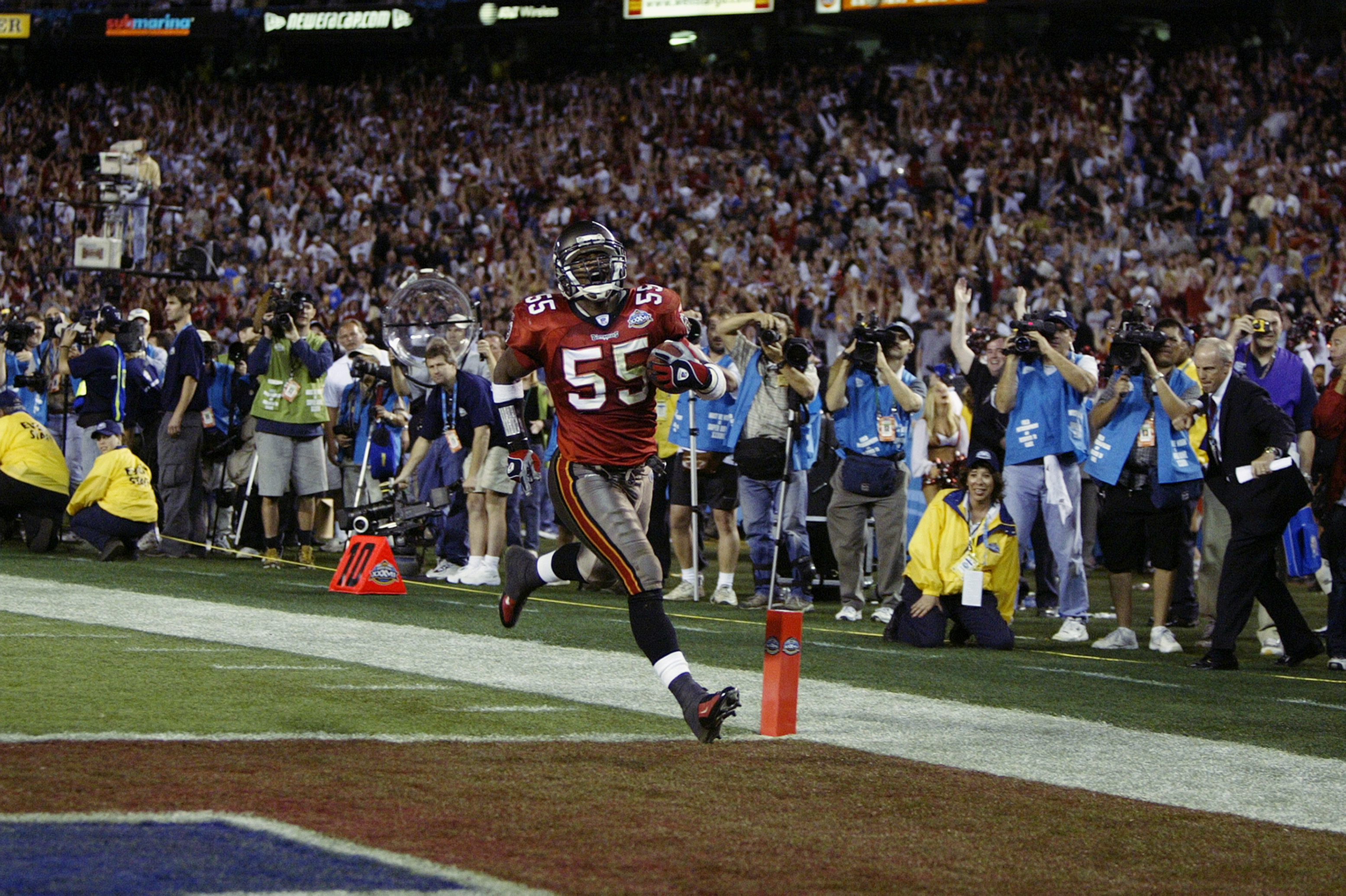 Derrick Brooks fourth quarter touchdown off a fumble during the Buccaneers Super Bowl win.