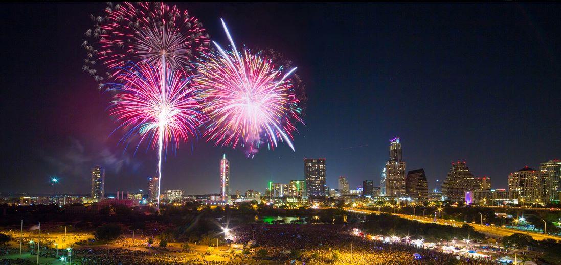 Big fireworks blasts over lake in Austin