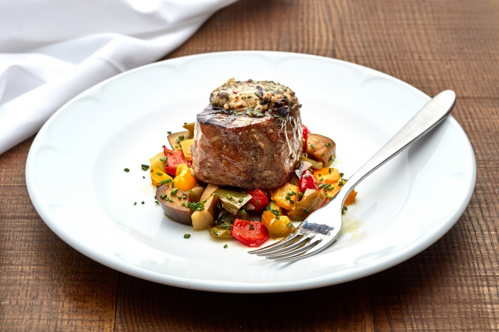 Tuna steak at The Hero of Maida, a gastropub in Maida Vale and a London restaurant to try this weekend