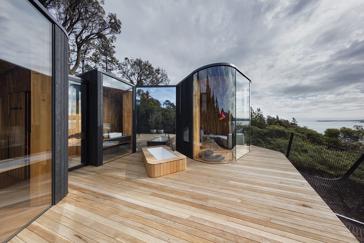 Mirrored facade on curvaceous cabin