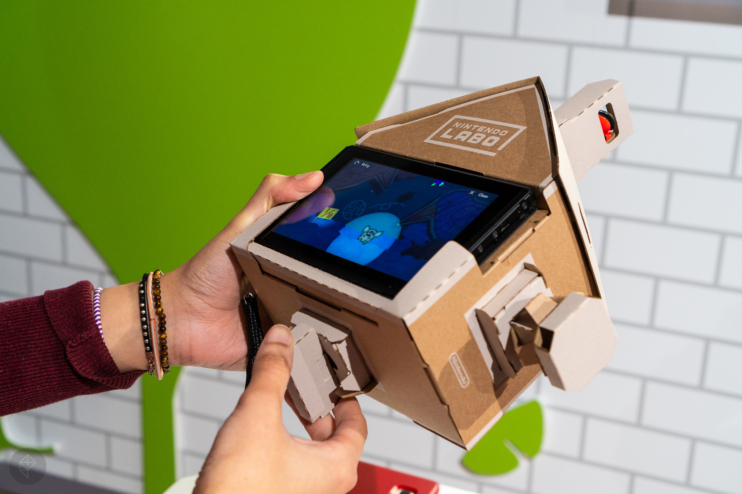 Nintendo Labo - Allegra playing with the house