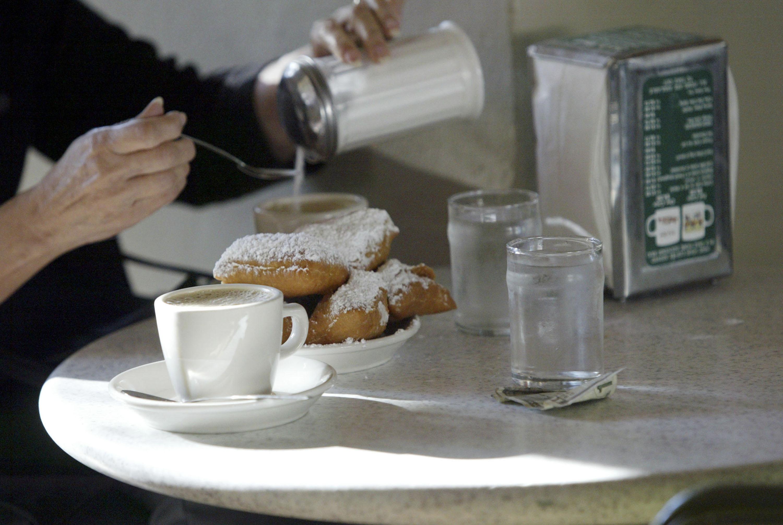 New Orleans' Famous Cafe Du Monde Re-Opens