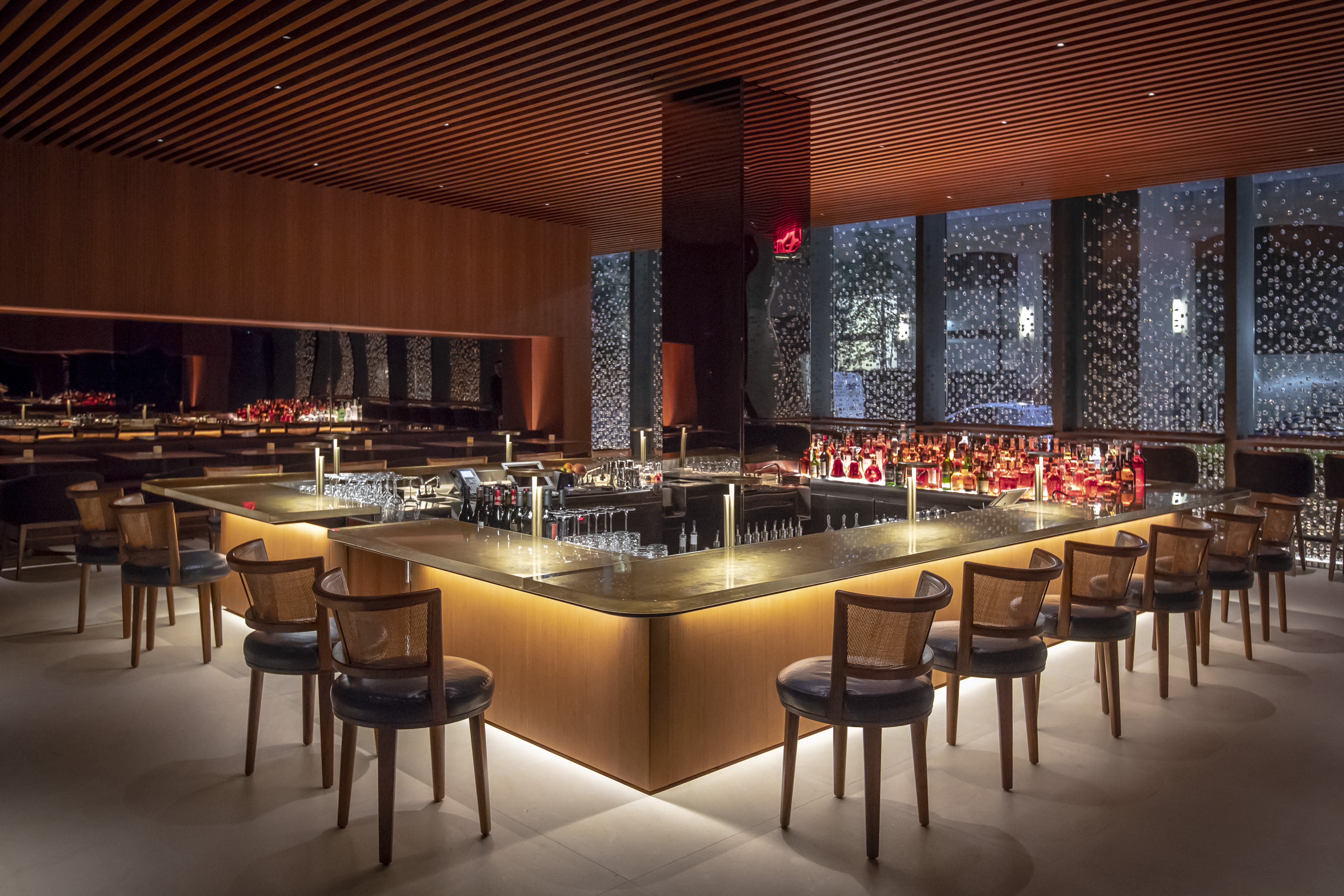Four Seasons's new bar room
