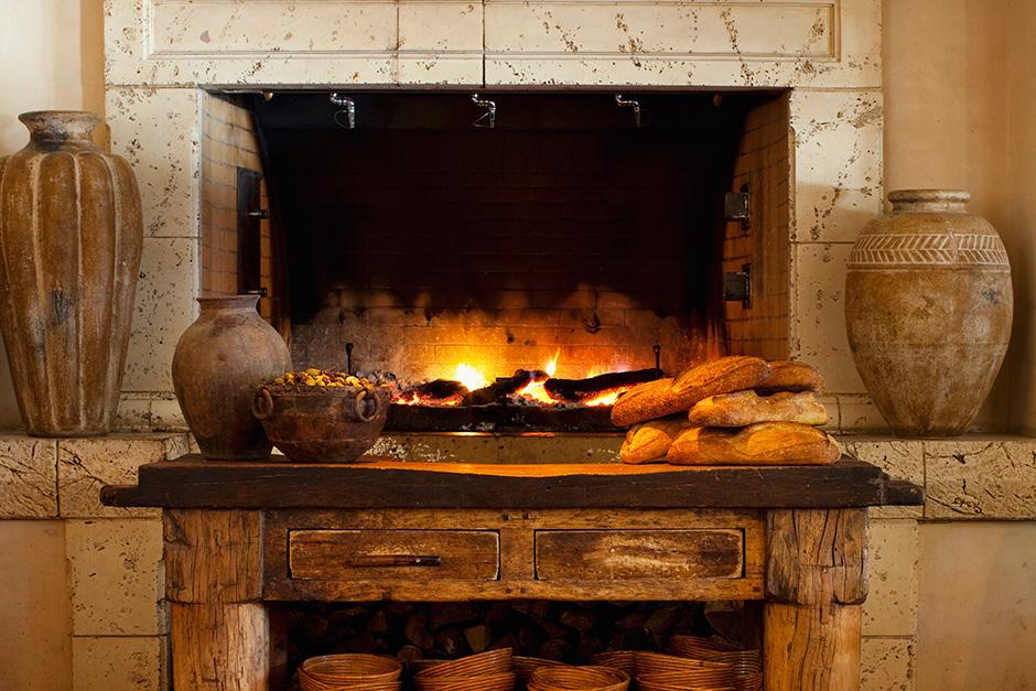 32 Fireplaces to Cozy Up to in San Francisco Restaurants and Bars