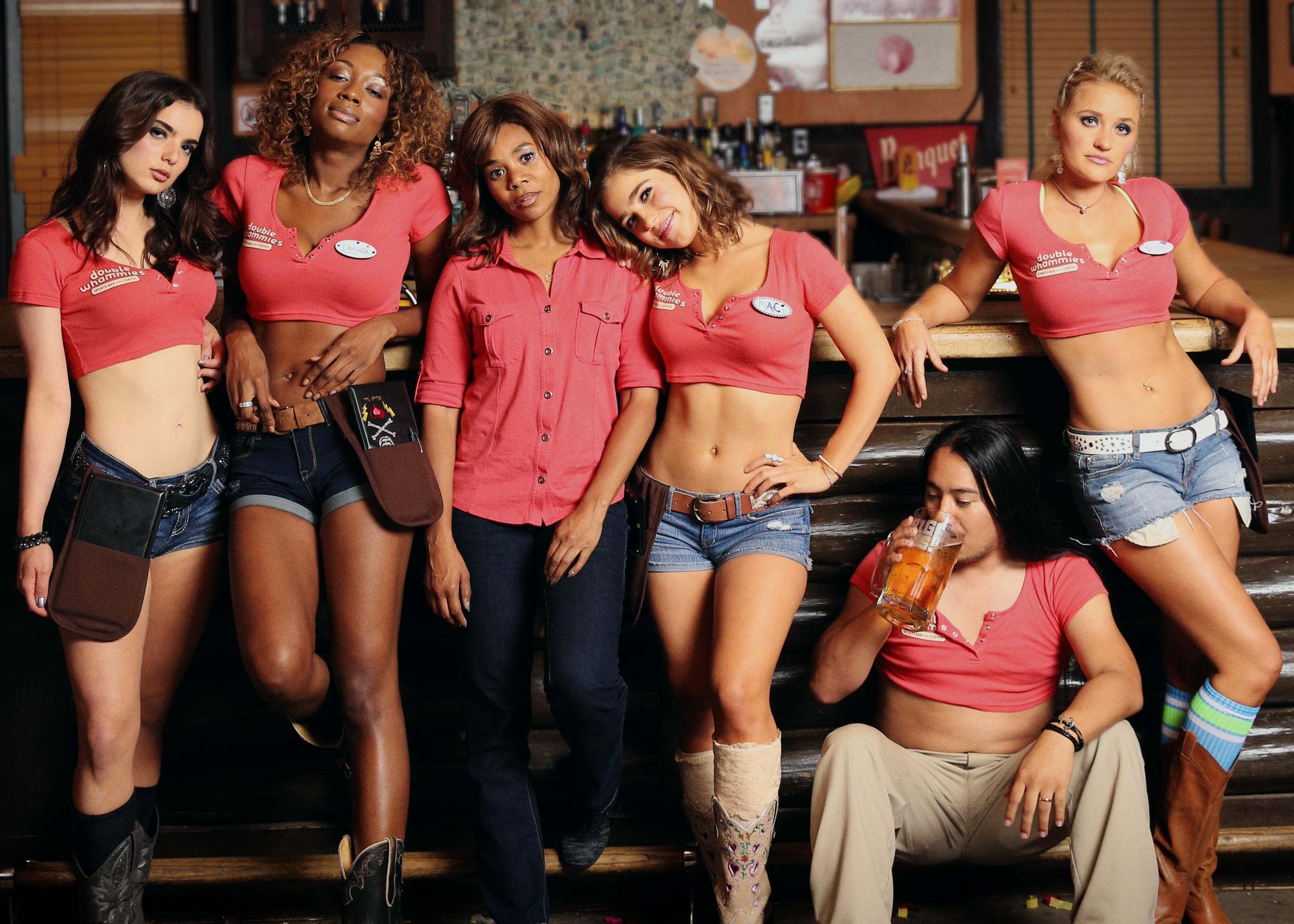 Regina Hall,AJ Michalka,Dylan Gelula,Haley Lu Richardson,Shayna McHayle in Support the Girls