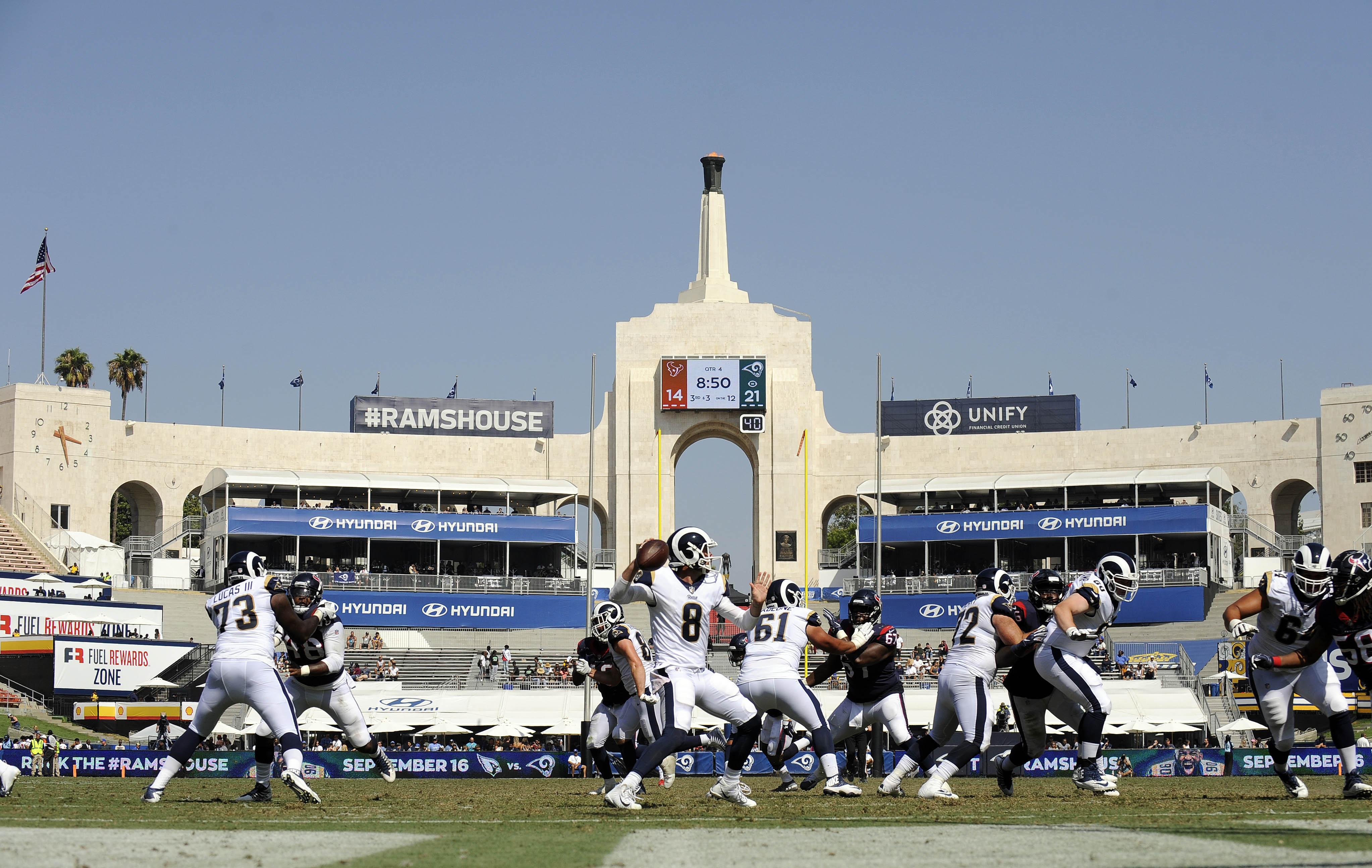 Los Angeles Rams QB Brandon Allen throws against the Houston Texans, August 25, 2018.