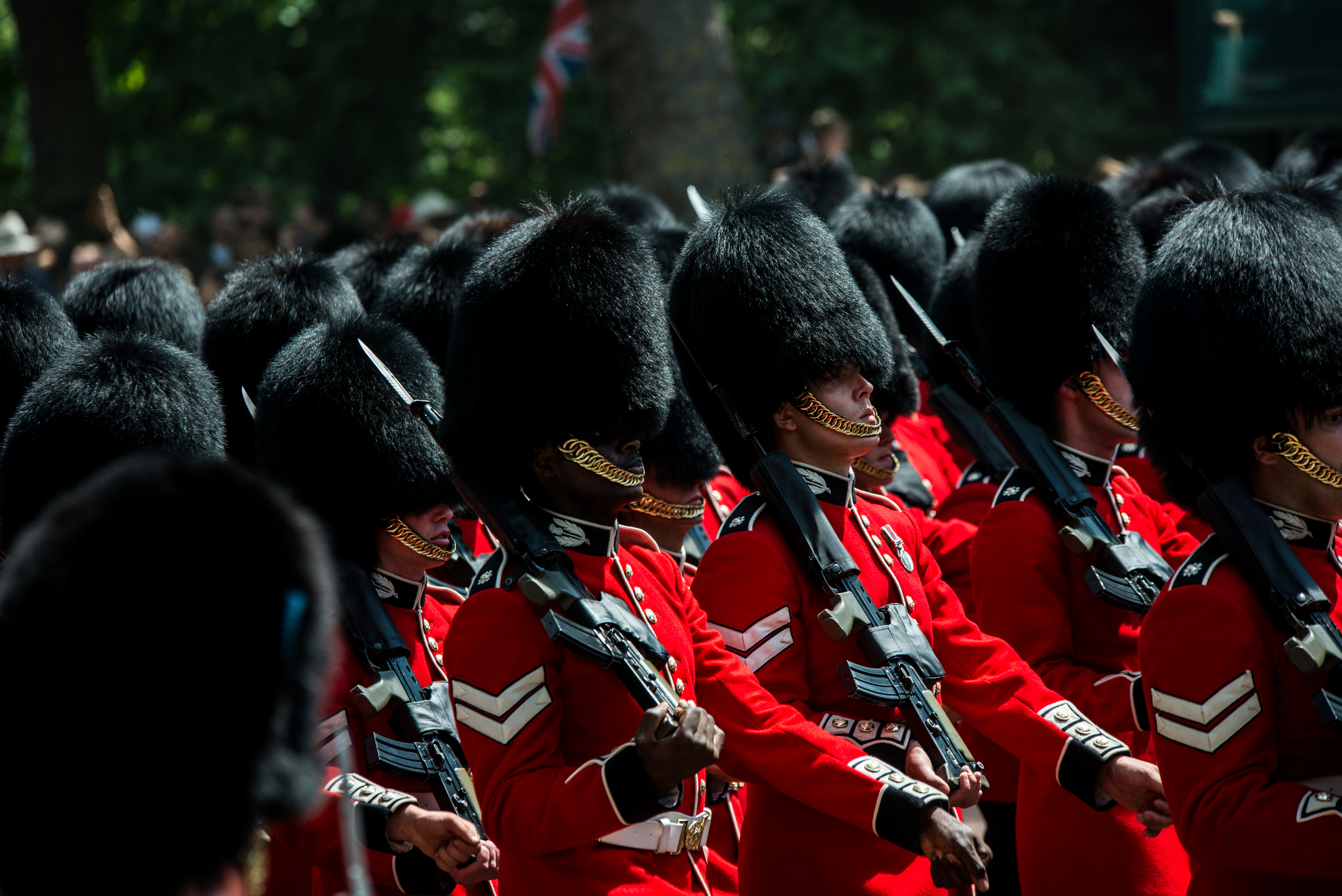 """Buckingham Palace guards play """"Respect"""" to honor Aretha Franklin"""