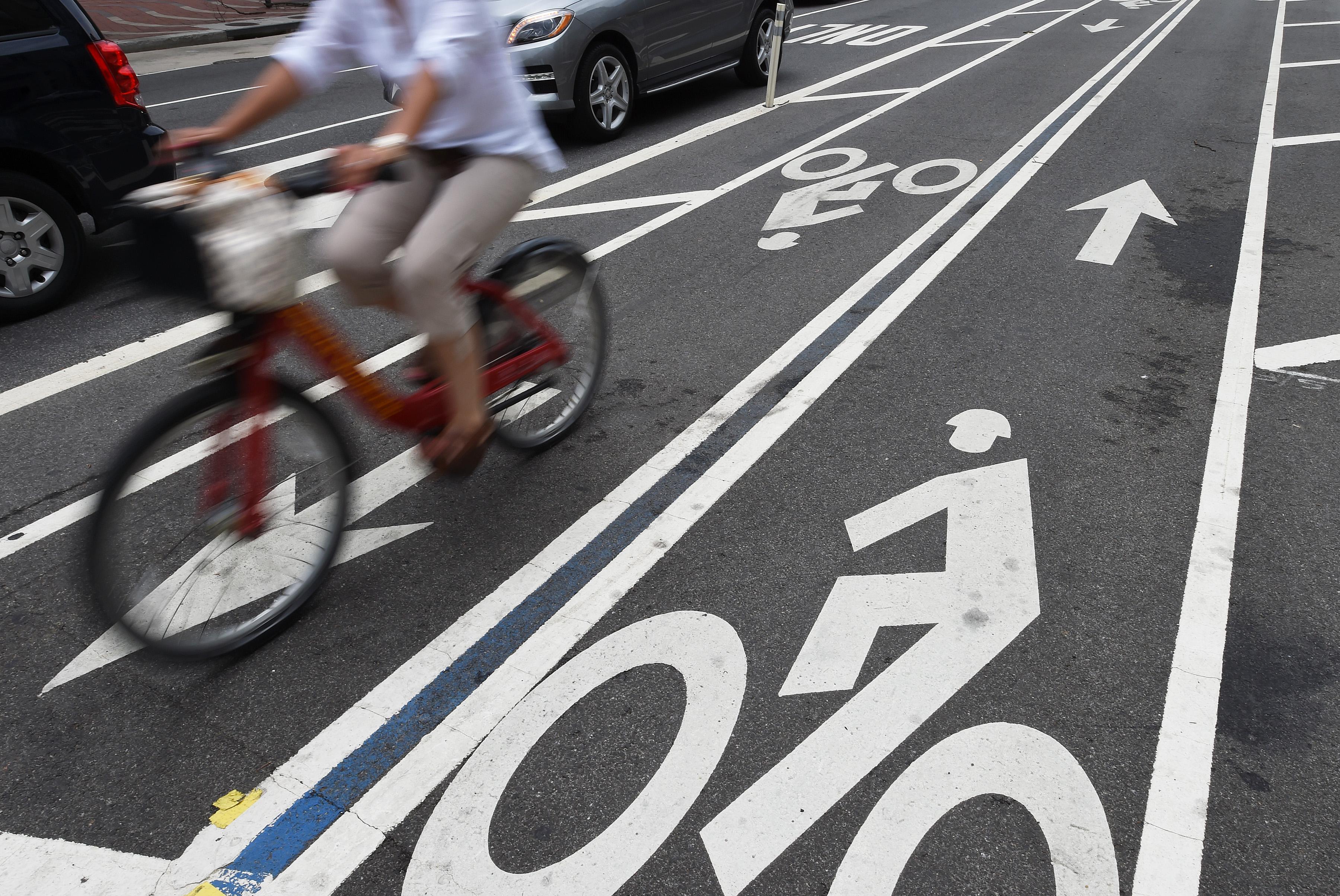 useless road user - HD3600×2408