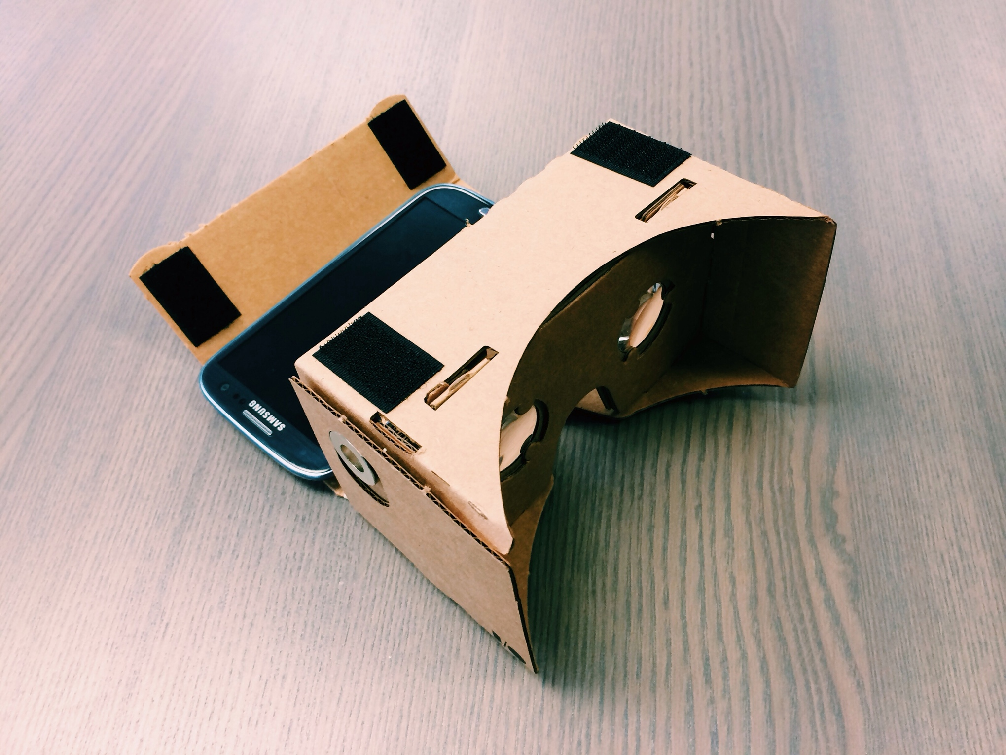 How to make a VR headset with a pizza box, smartphone and $21 worth of tech