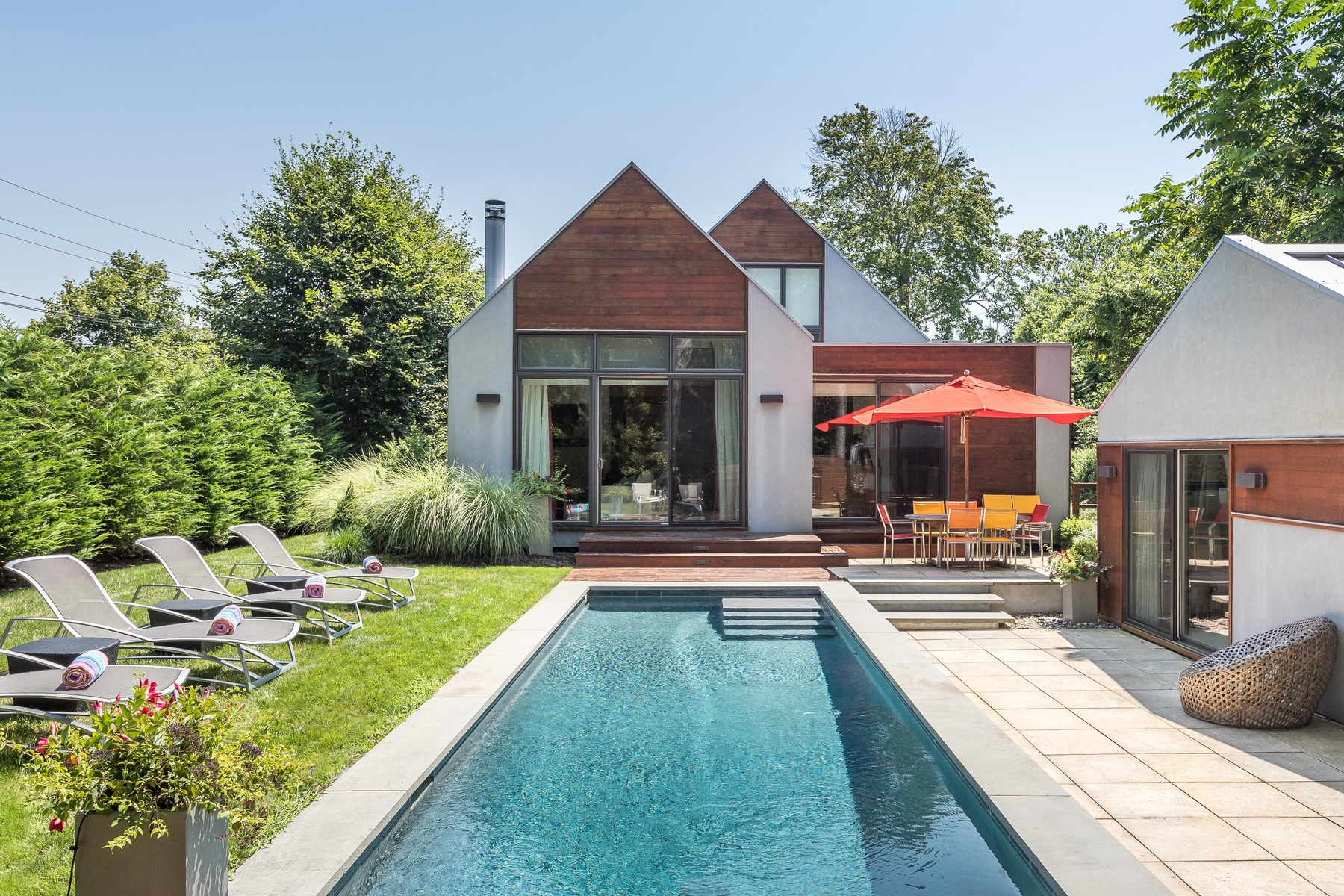 Hamptons homes, neighborhoods, architecture, and real estate ... on