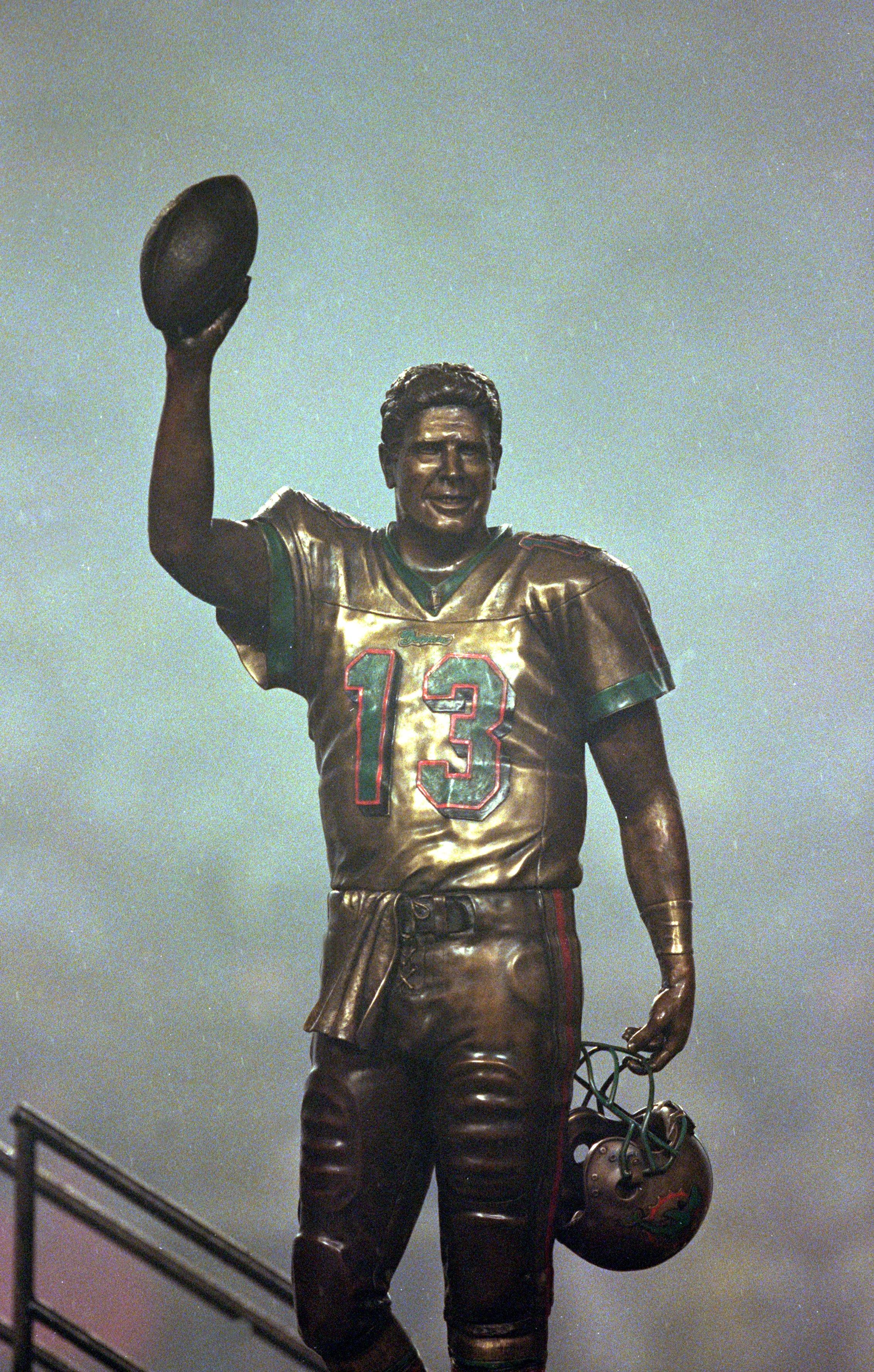 Dan Marino Statue