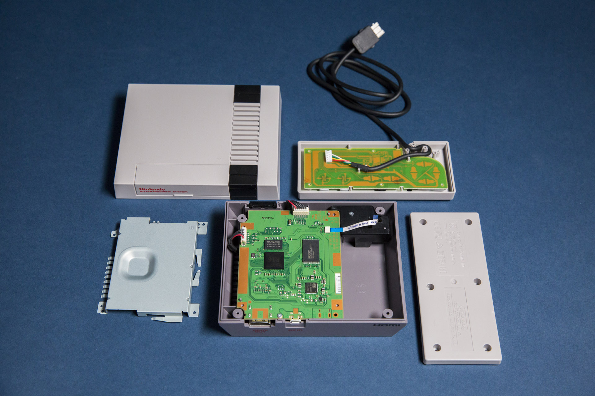 What's inside the NES Classic Edition