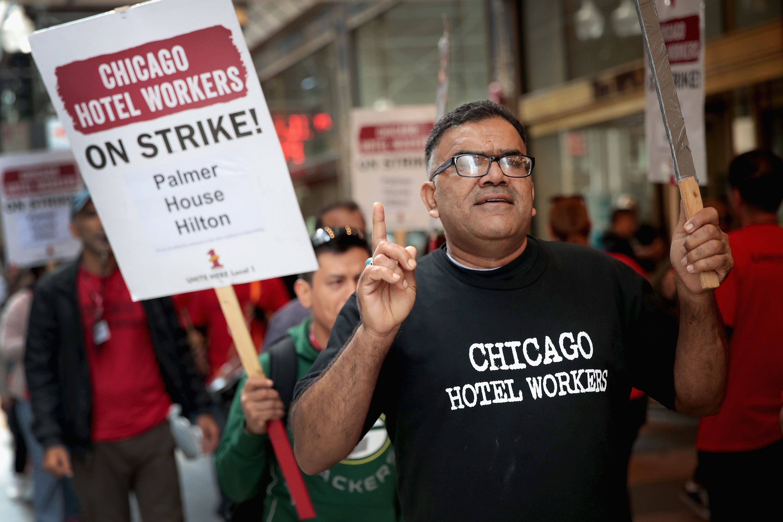 Workers From Over 20 Chicago Hotels Organize Strike