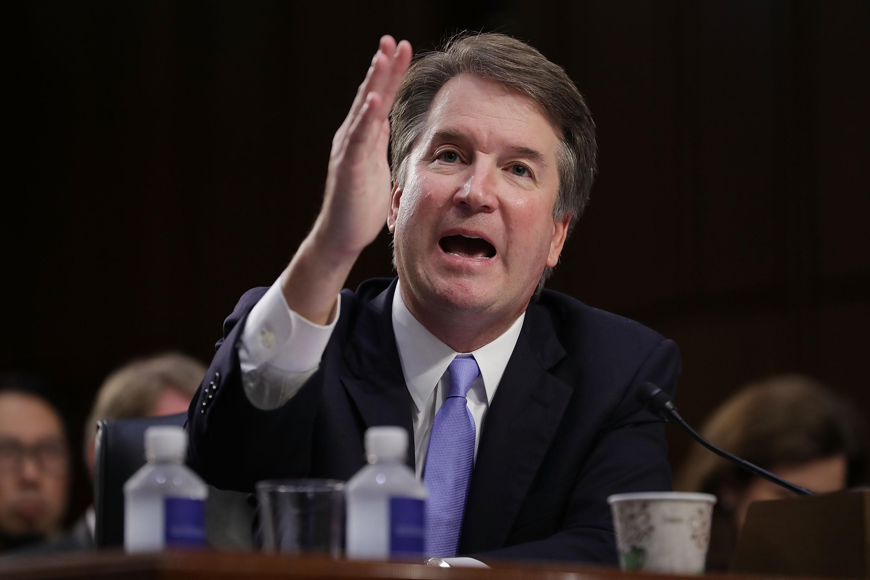 参议院议员·斯科特·哈伦·汉弗莱是向法官致敬的