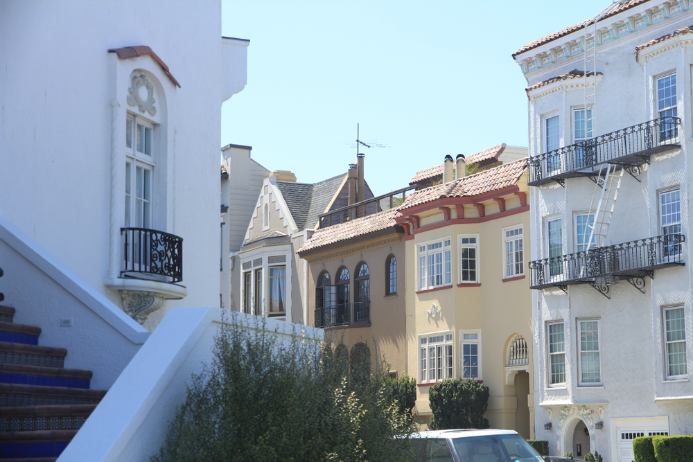 Close-ups of homes on a curving San Francisco street.