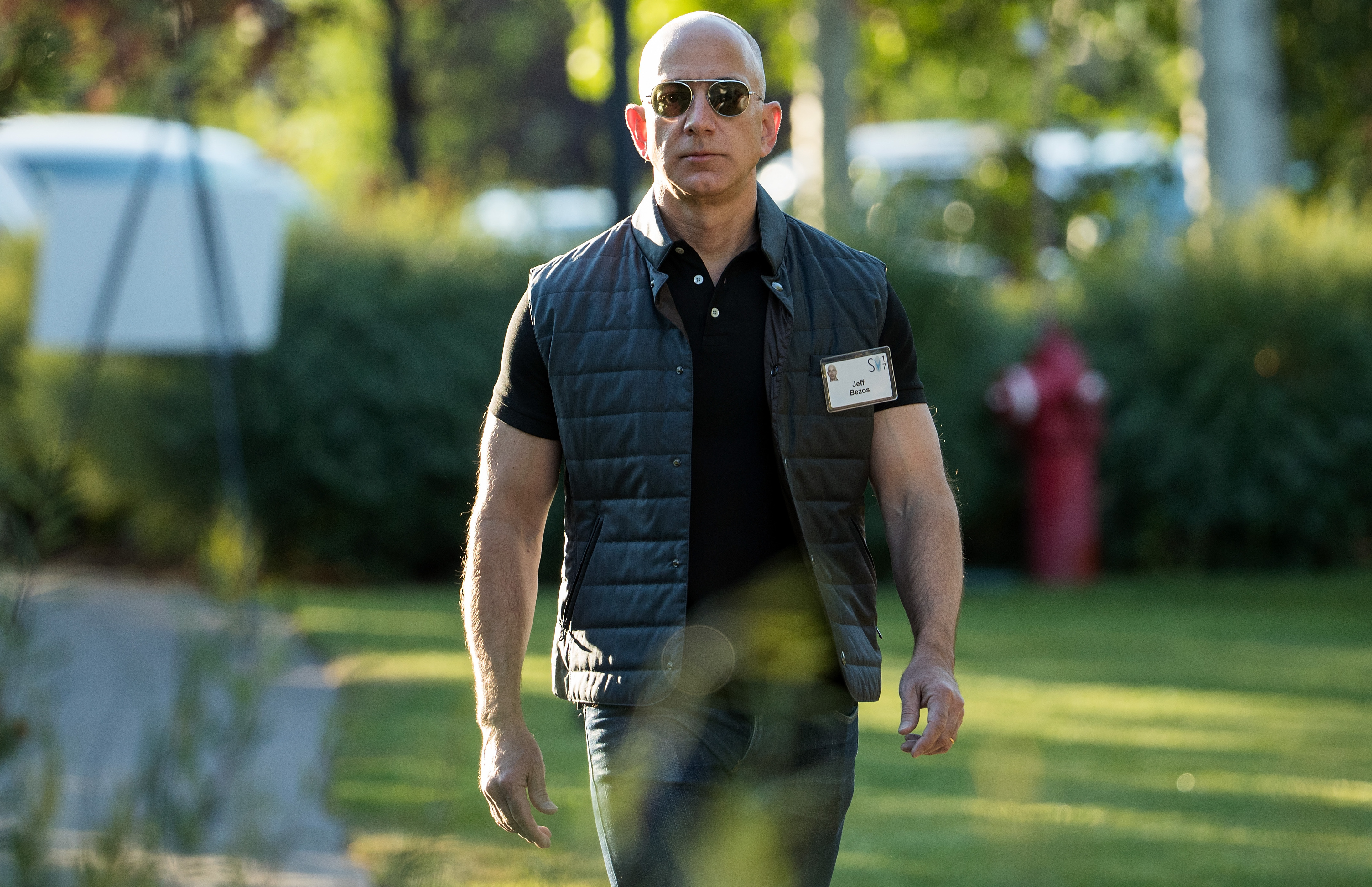 9c50883cb5a5 Elites like Amazon s Jeff Bezos think they re being philanthropic ...