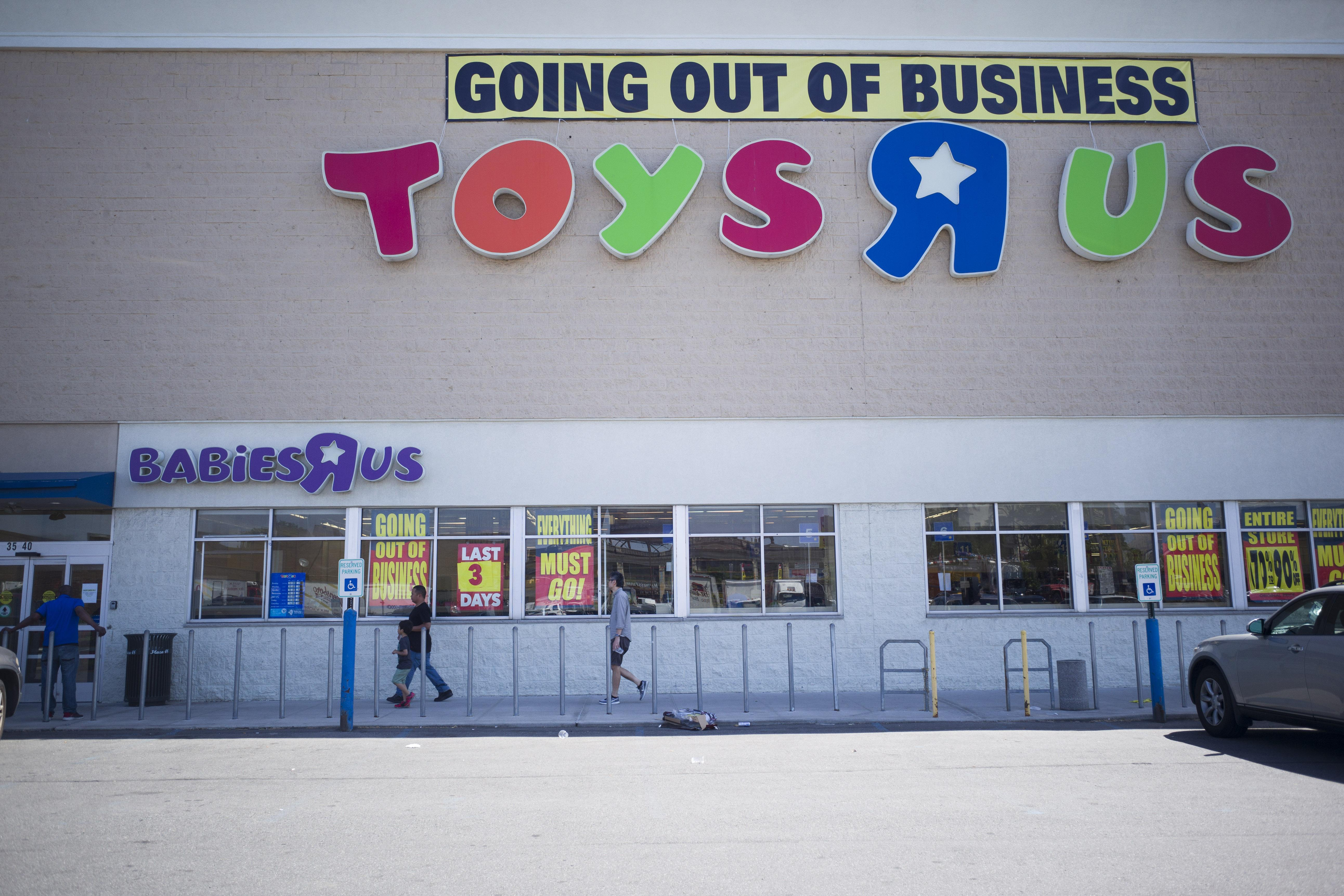 Toys R Us declared bankruptcy — but might not be dead - Vox ddcdb8a464