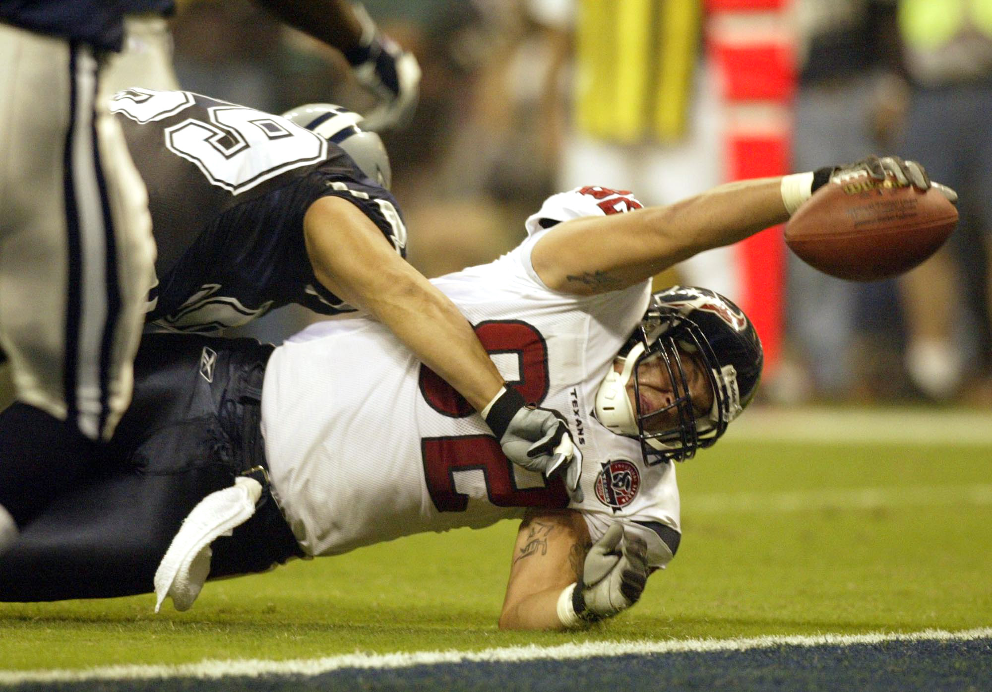 Texans Miller stretches for touchdown