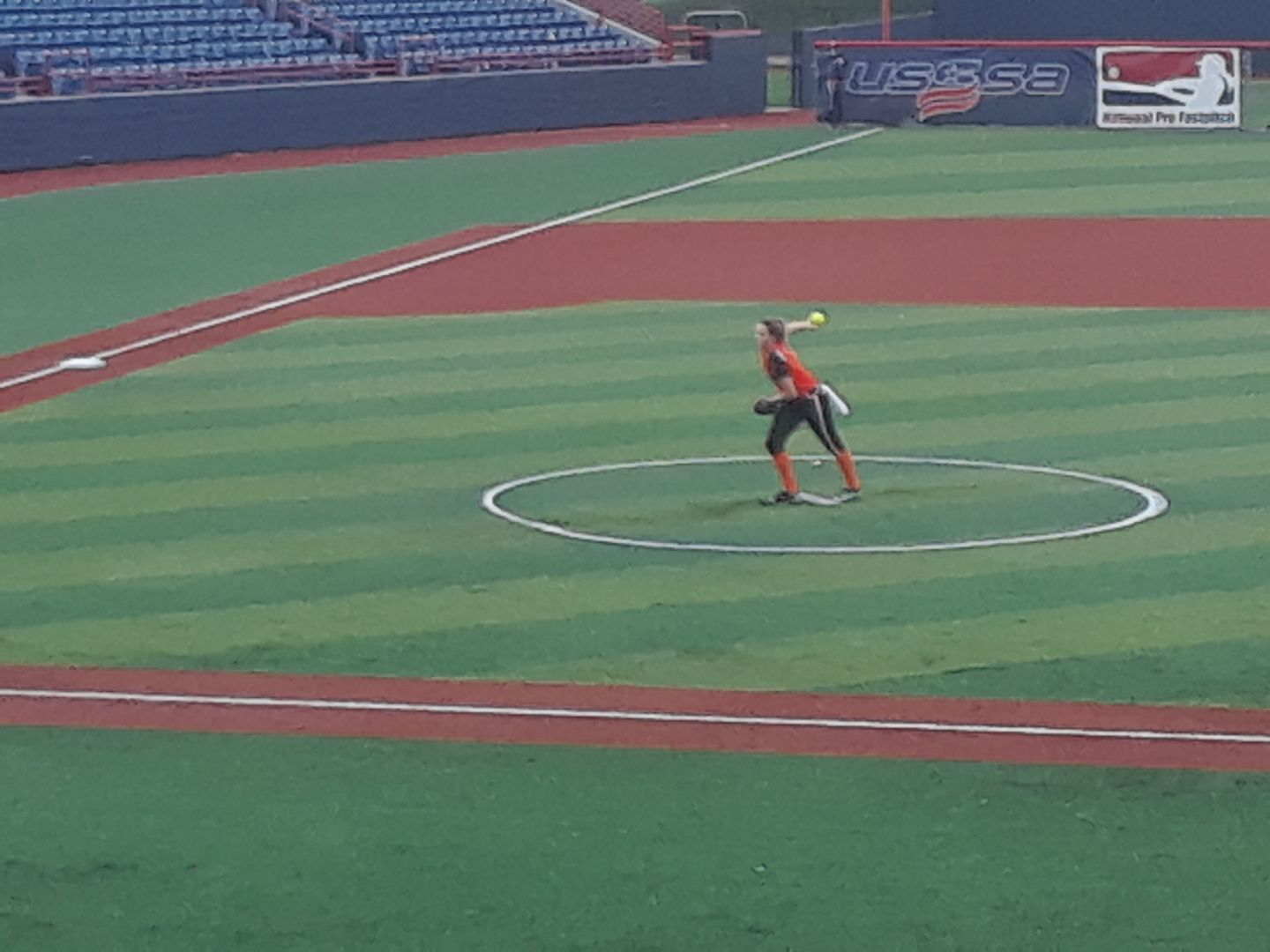 Shelby Turnier pitching for the Chicago Bandits (Photo: Eric Lopez)