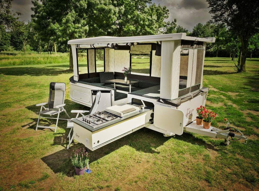 Remote-controlled camper trailer pops up in 30 seconds