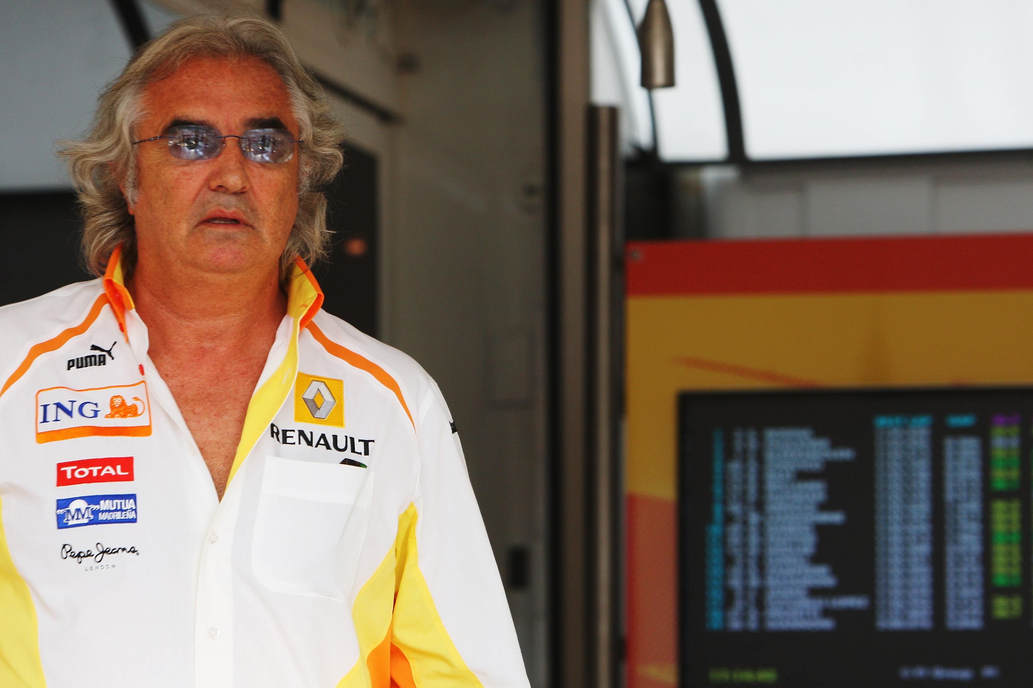 Disgraced F1 Renault boss Flavio Briatore will open his Crazy Pizza restaurant in London