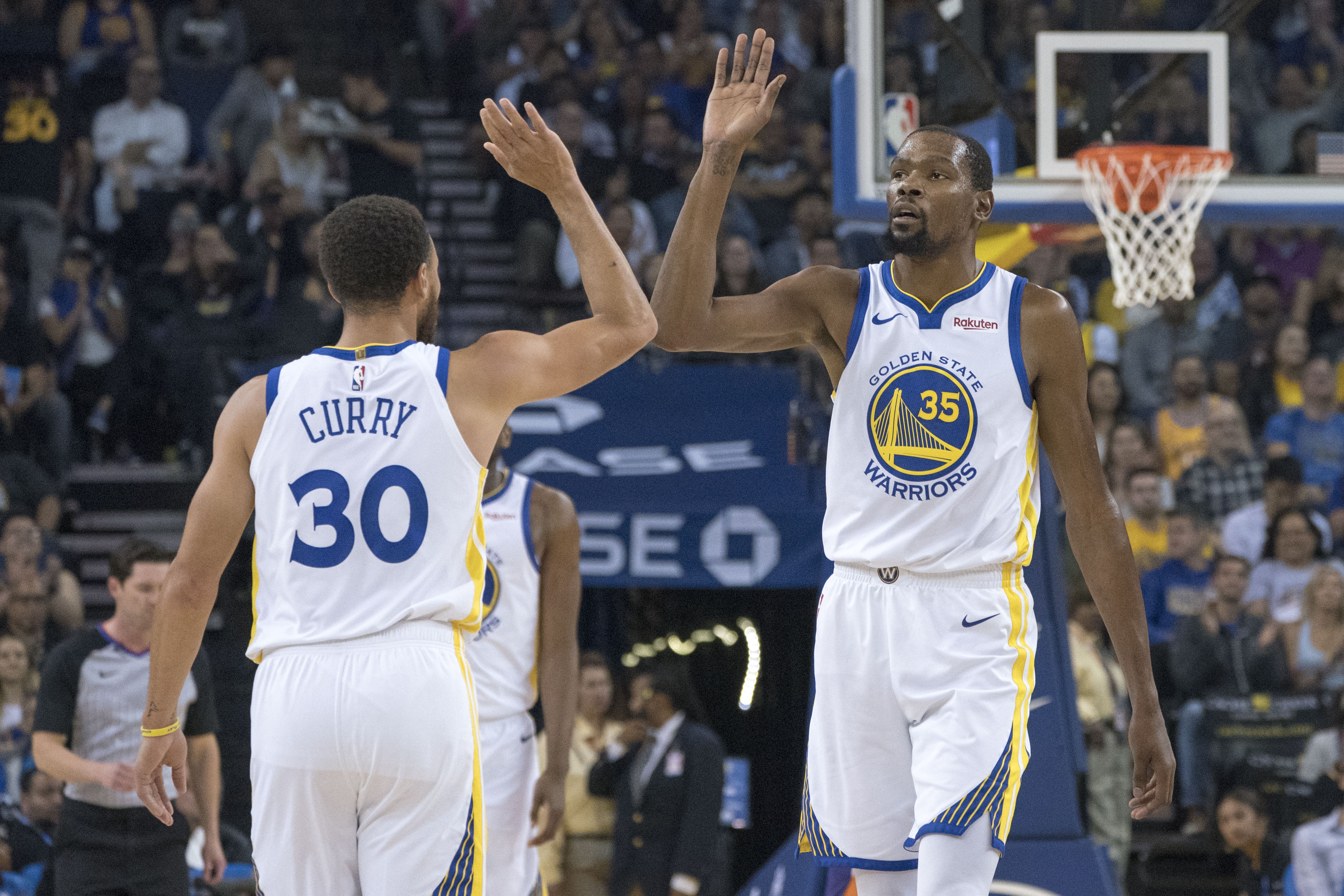 d277d978 Explain One Play: Stephen Curry and Kevin Durant double punch the Jazz