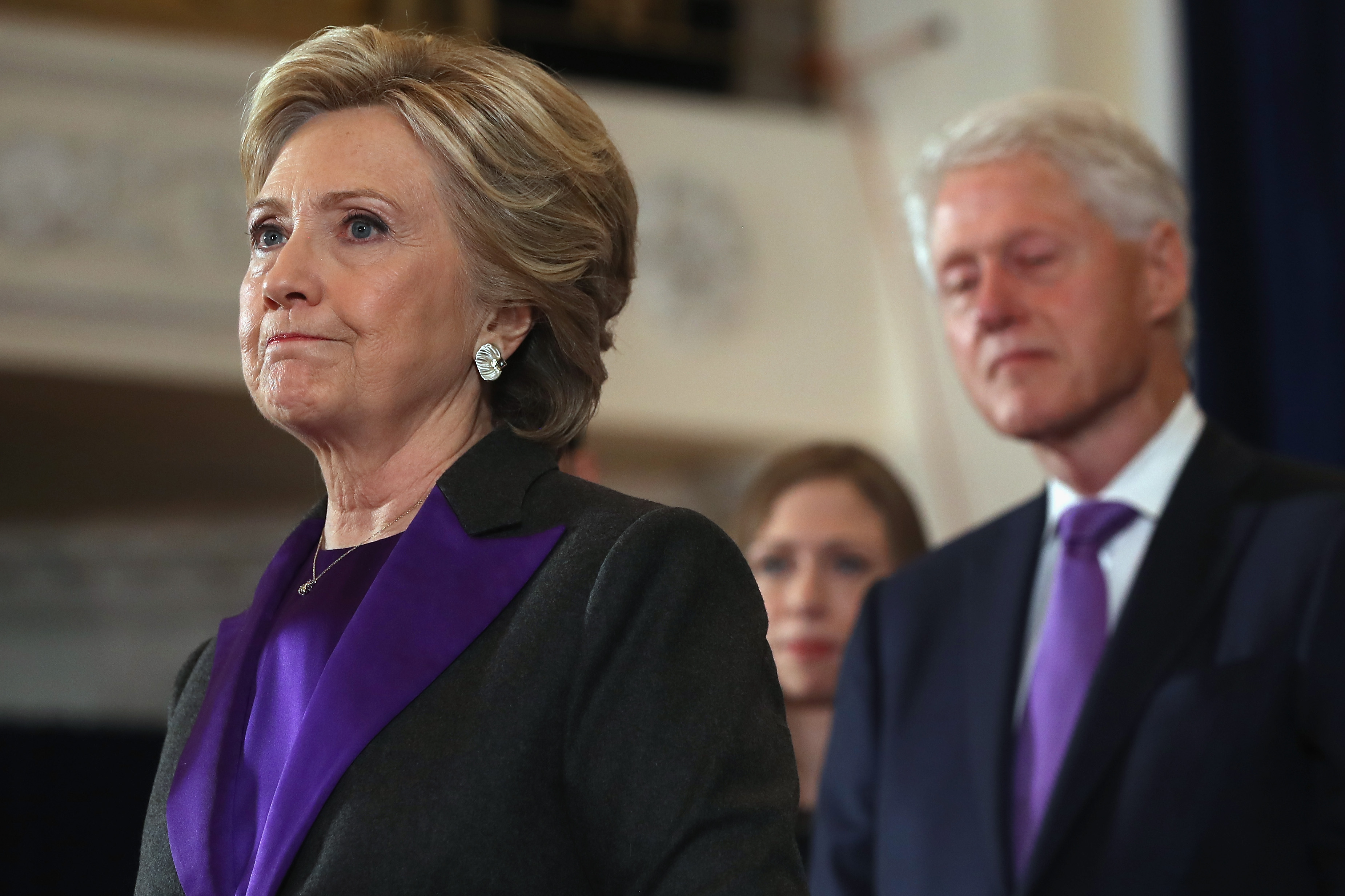 Hillary and Bill Clinton received an explosive device in their mailbox