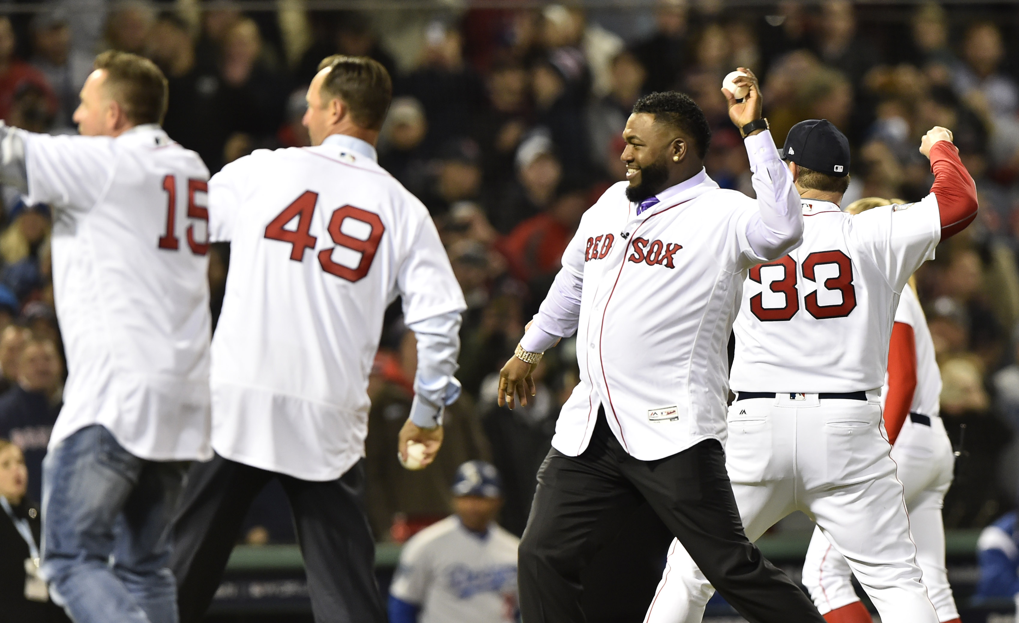 Red Sox stars (minus Curt Schilling) from 2004 World Series team throw out Game 2 first pitch