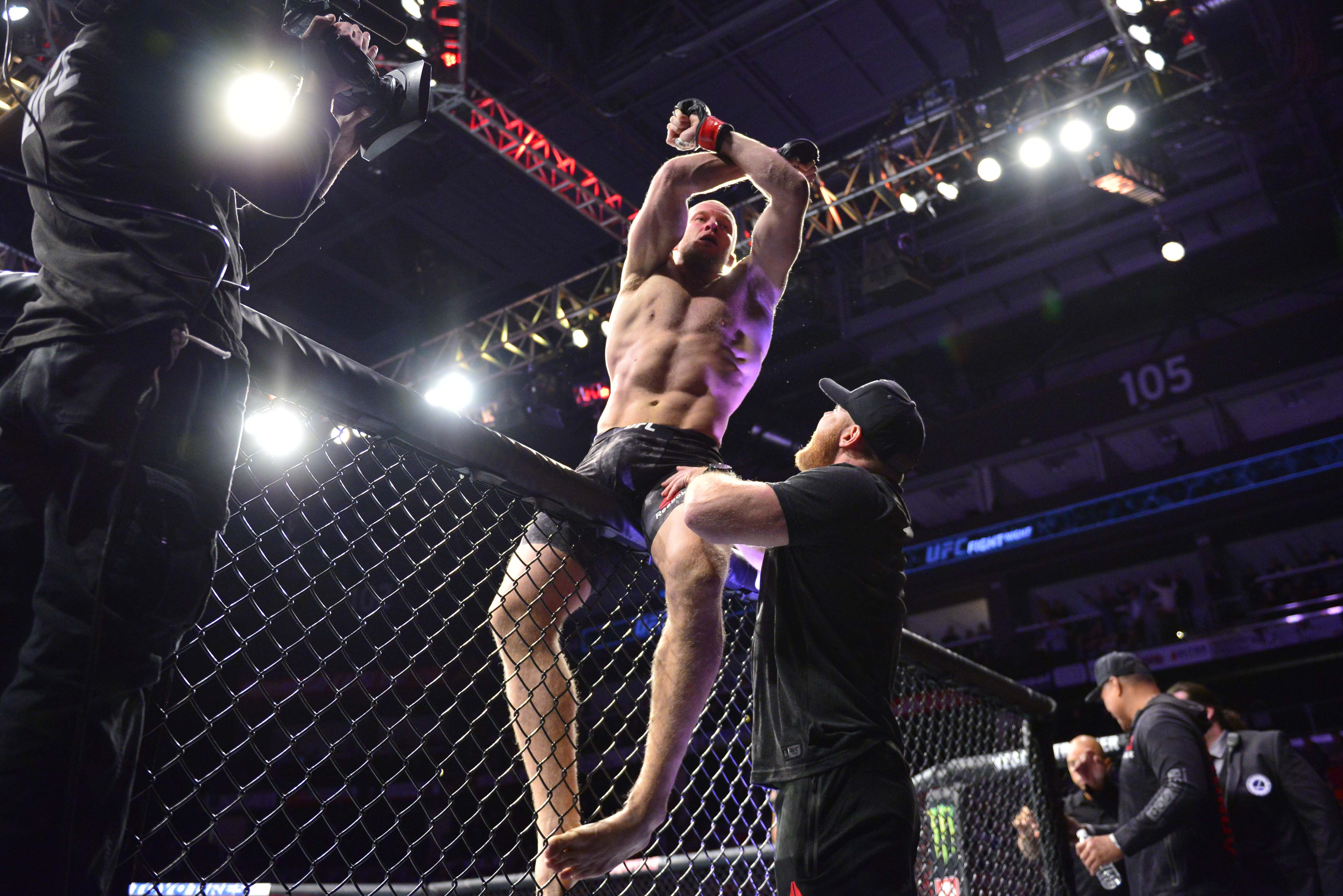 watch 4b282 35f70 Here s what happened last night at UFC Fight Night 138   Oezdemir vs Smith   - MMAmania.com
