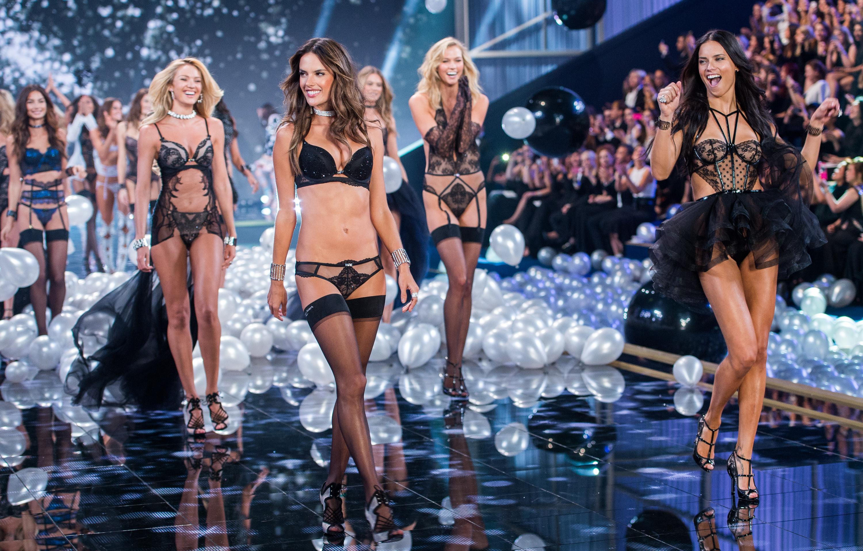 9ccf425bebe57 Victoria's Secret fashion show 2018: history and controversies - Vox